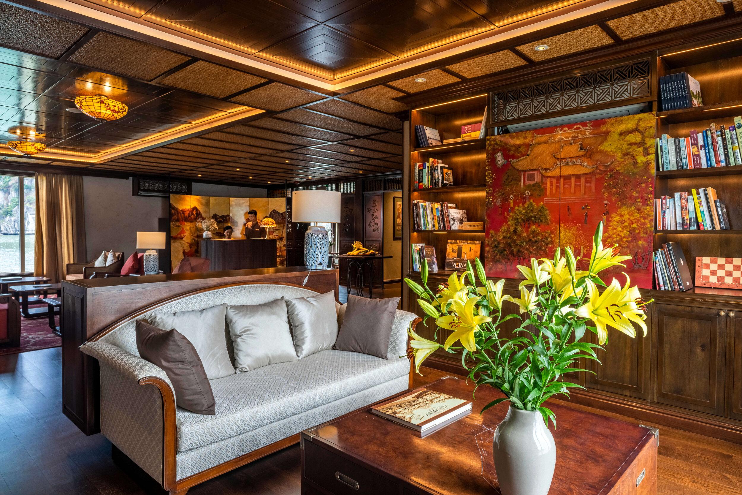 Heritage Line - Lan Ha Bay - Ylang - Library Lounge.jpg