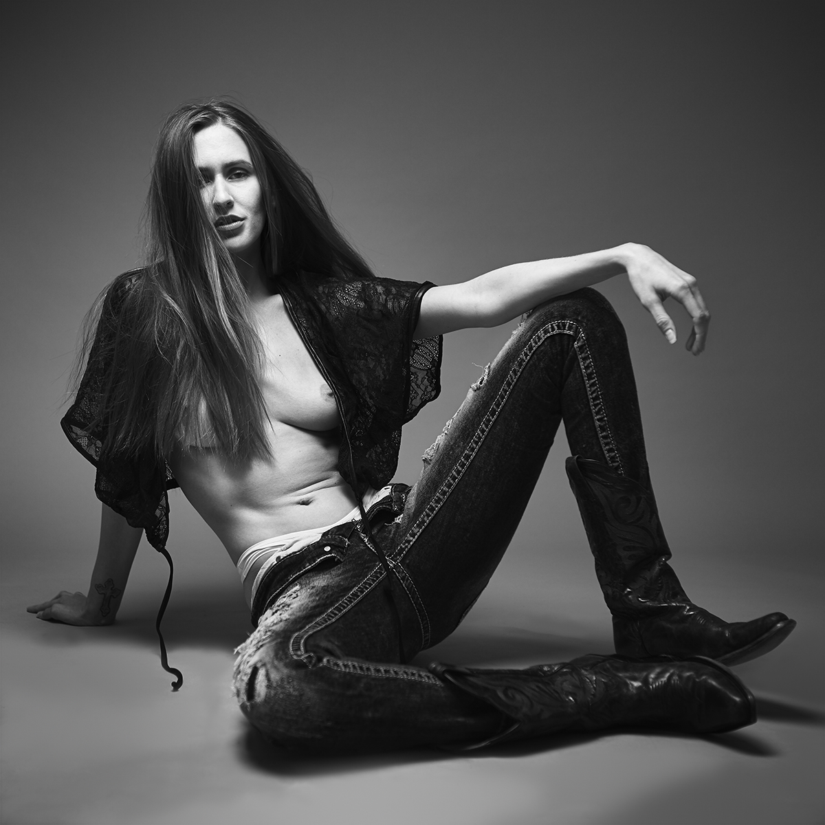 A little more fashion styling that I typically do. Black and White moody fashion portraits in Toronto.