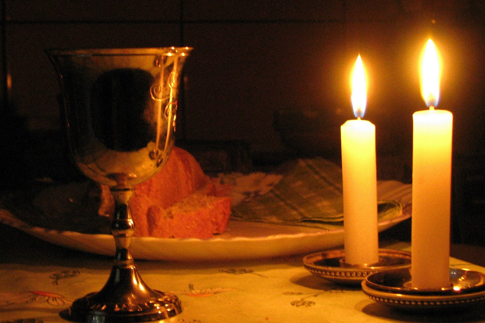 Shabbat Table 8.jpg