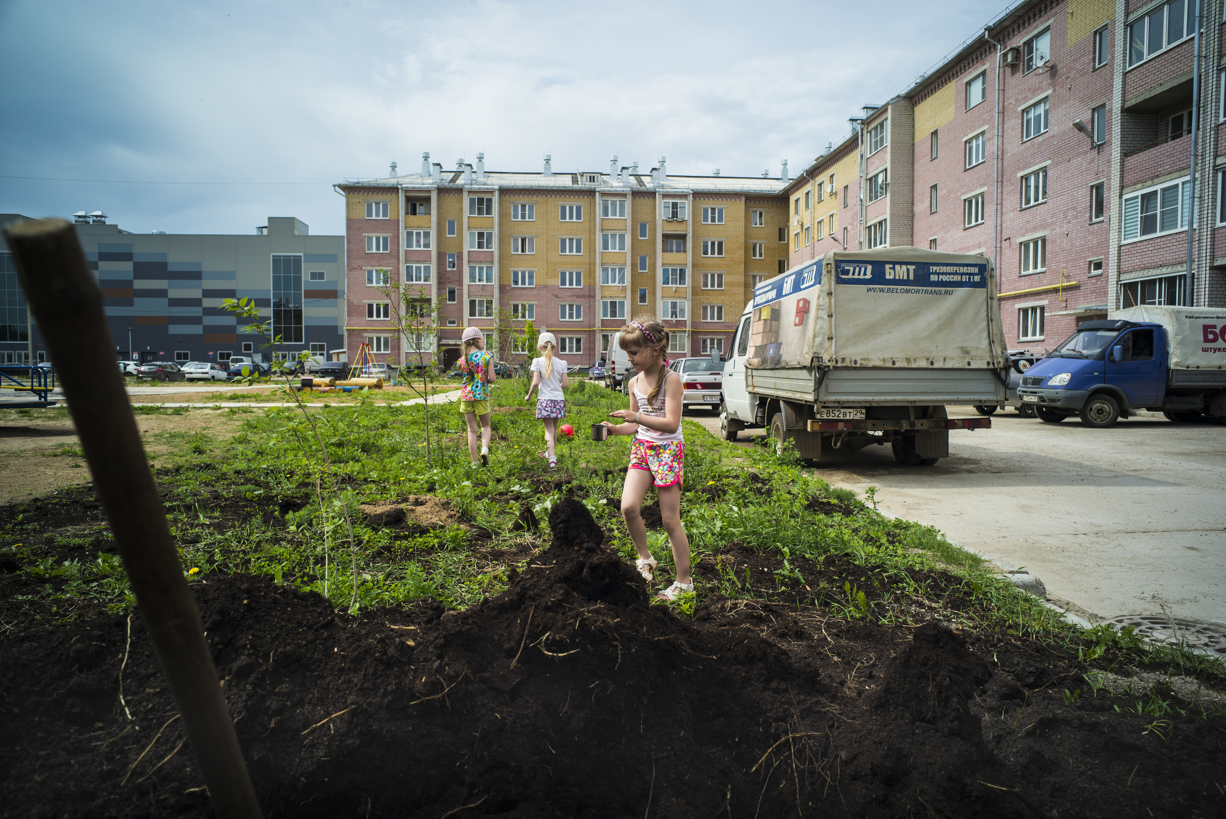Roots grow beneath three girls at play on May 30, 2015 in the town of Kotlas in Arkhangelsk Oblast, Russia. (© Alicia Afshar)