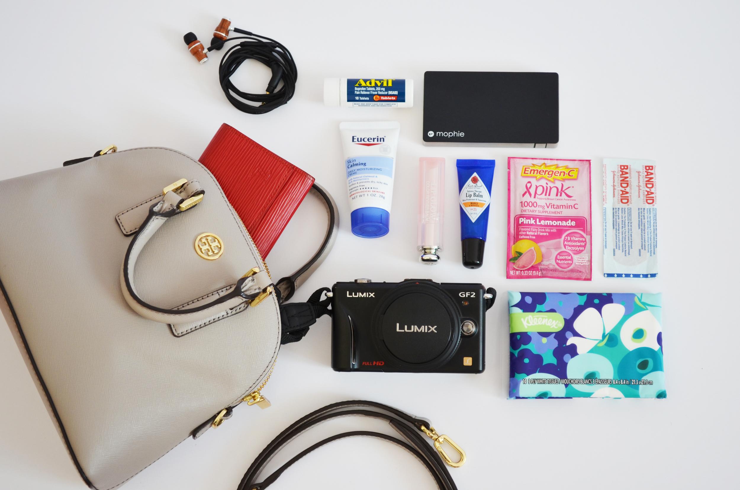 the perfect travel bag & essentials -- jannadoan.com