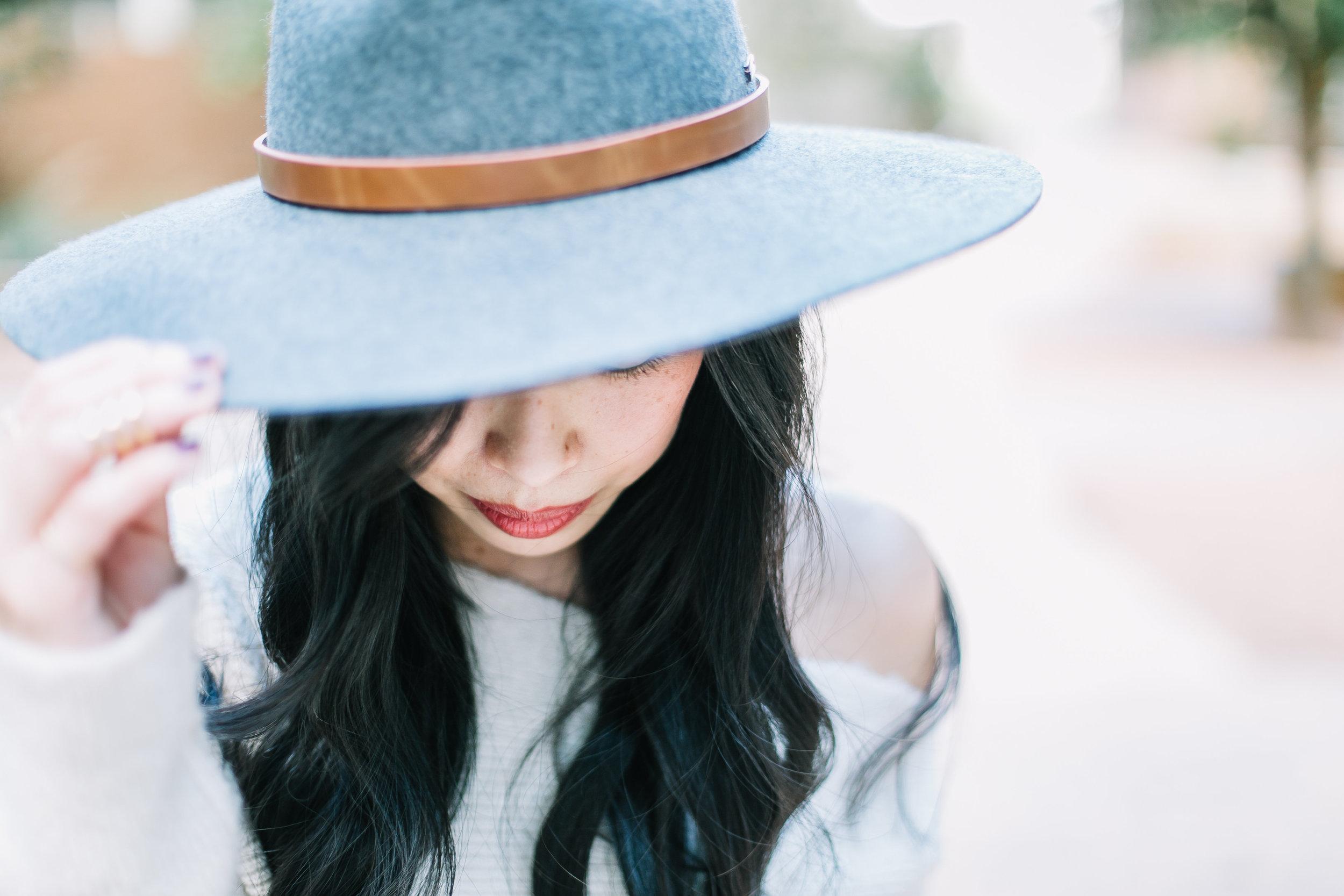the one shoulder sweater & felt hat -- jannadoan.com
