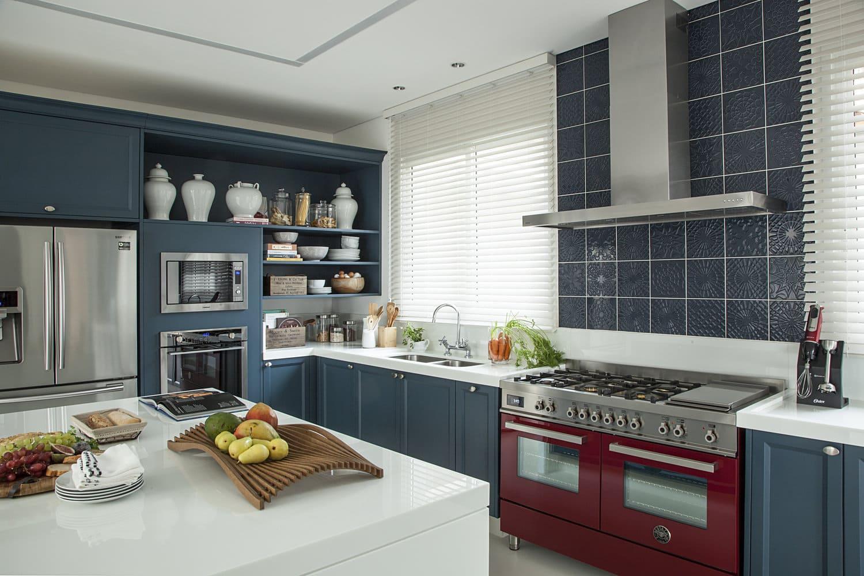 cozinha_azul_e_vermelho_alice_martins_flávio_butti.jpg