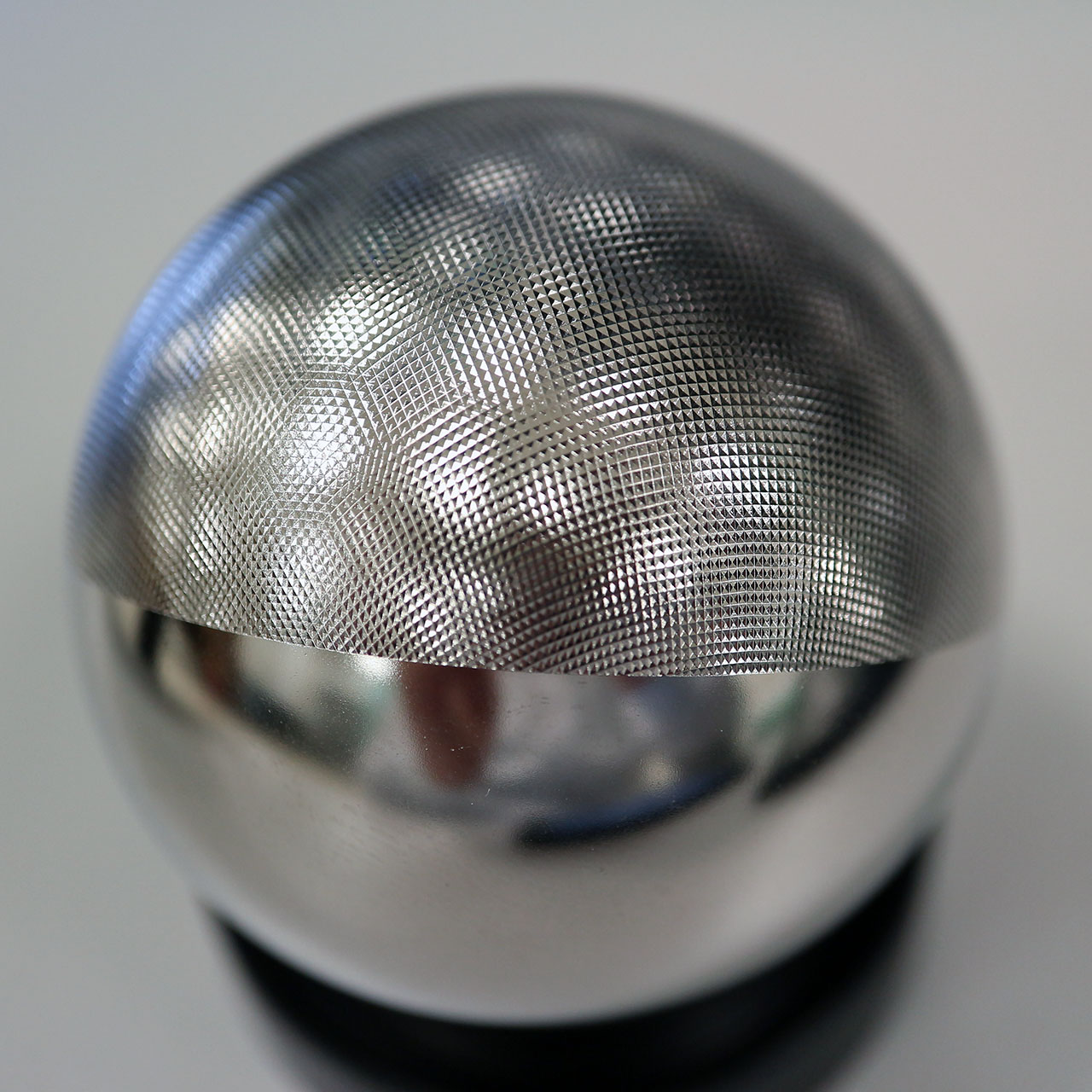 Pyramid texture applied to a 50 mm diameter steel ball.