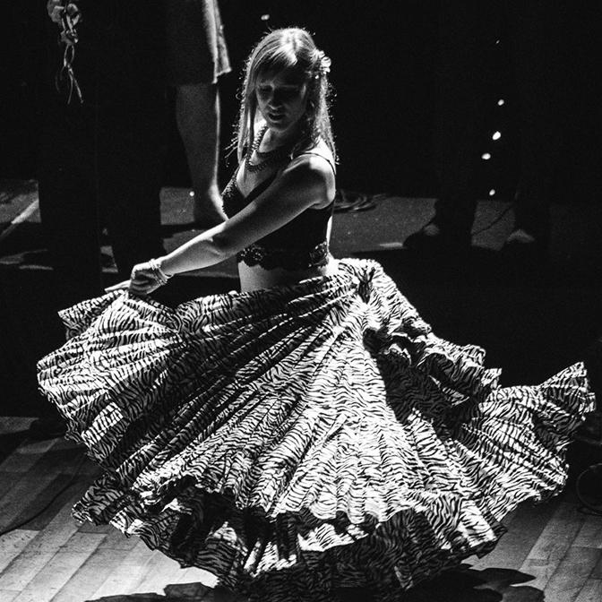 Stephania Woloshyn  - dance, percussion,vocals