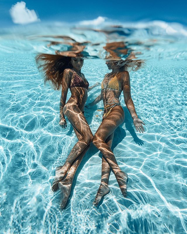 We may live across the world from eachother, but we are still mermaids at heart 🗺💙 @sjanaelise 🧜♀️✨ Tag your mermaid sister below! 👇🏼 . . . #underwaterphotography #underwater #photography #travel #travelphotography #bahamas #sheisnotlost #speechlessplaces #girlsborntotravel #passionpassport #tlpicks #dametraveler #shetravels #meettheworld #darlingescapes