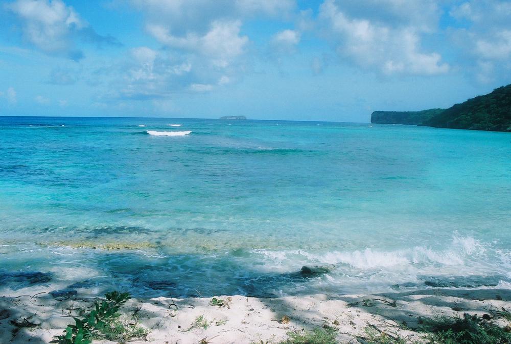 Desde playa Sardinera se observa isla Monito, al norte de isla de Mona. Foto: Pamy Rojas
