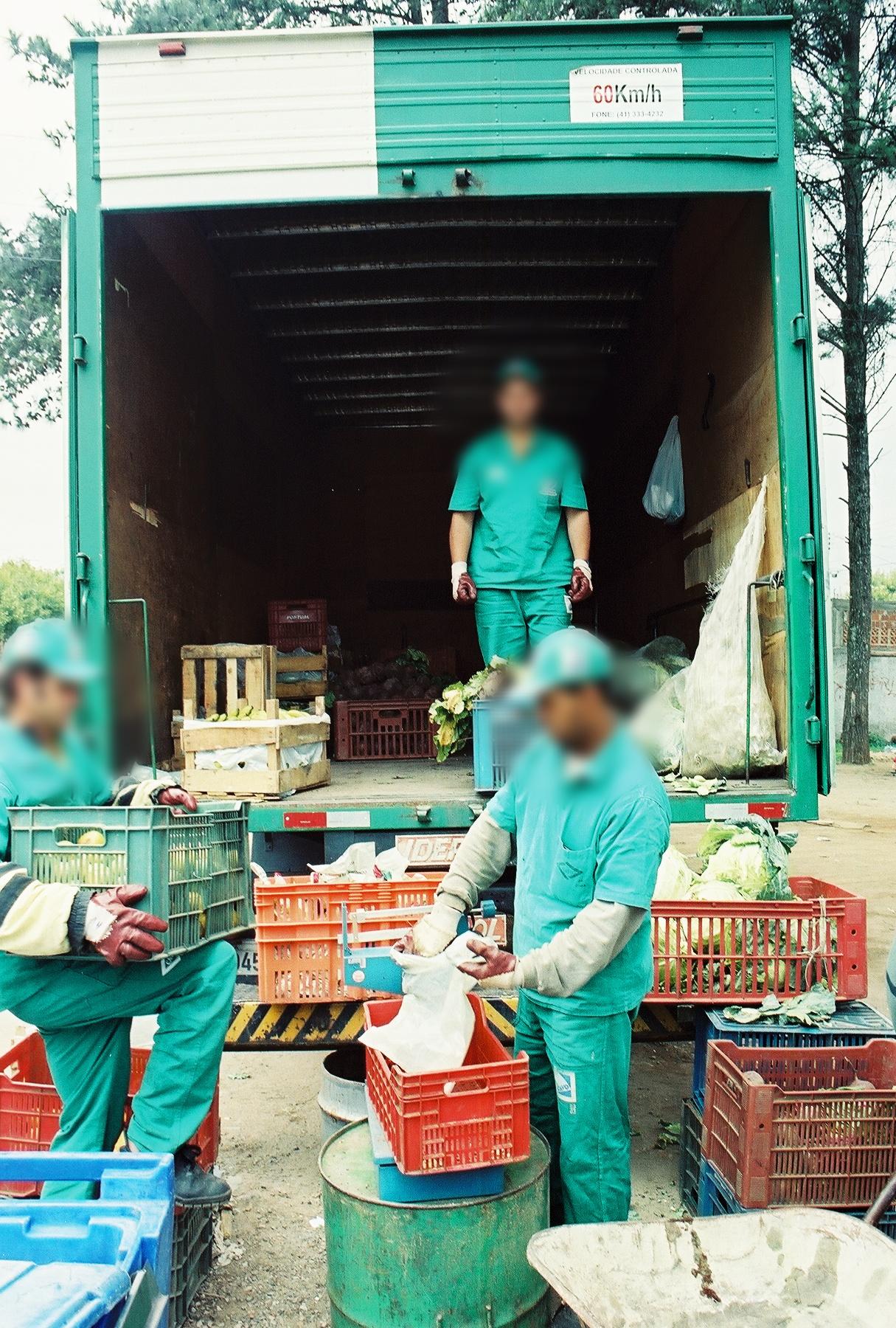 El programa de Cambio Verde beneficia a las personas de bajos recursos, ya que a cambio delreciclajeque recogen, les entregan frutas y vegetales.Foto:Pamy Rojas