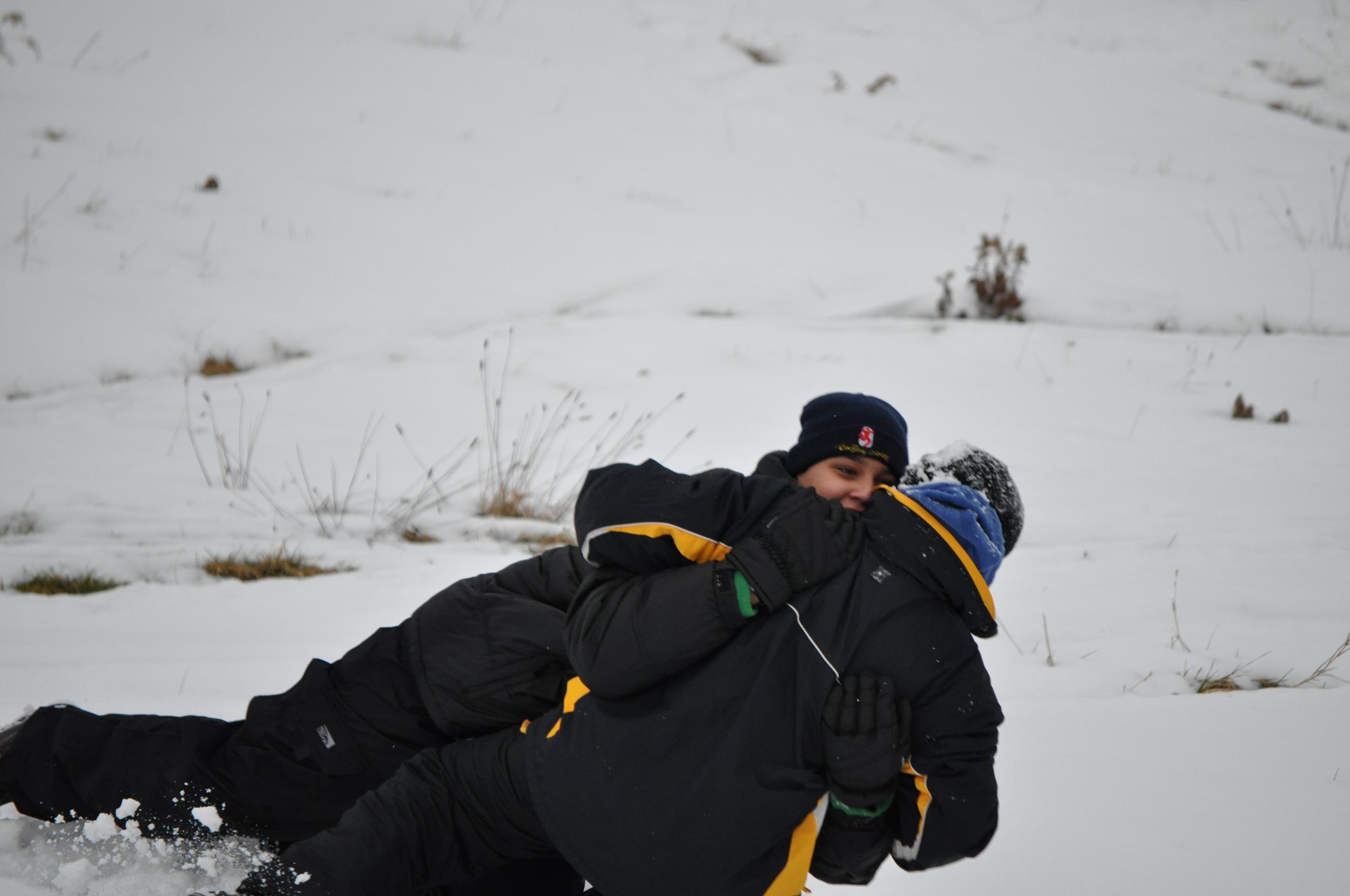 ¡Qué mejor lugar para jugar de mano que en la nieve! Foto: Pamy Rojas