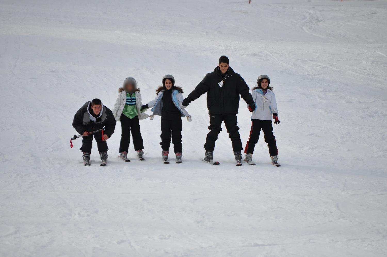 Se divirtieron bajando la montaña de nieve agarrados de la mano. Foto: Pamy Rojas