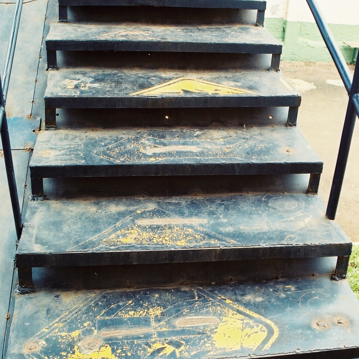 Once a road sign, now the steps of a stair. Photo: Pamy Rojas