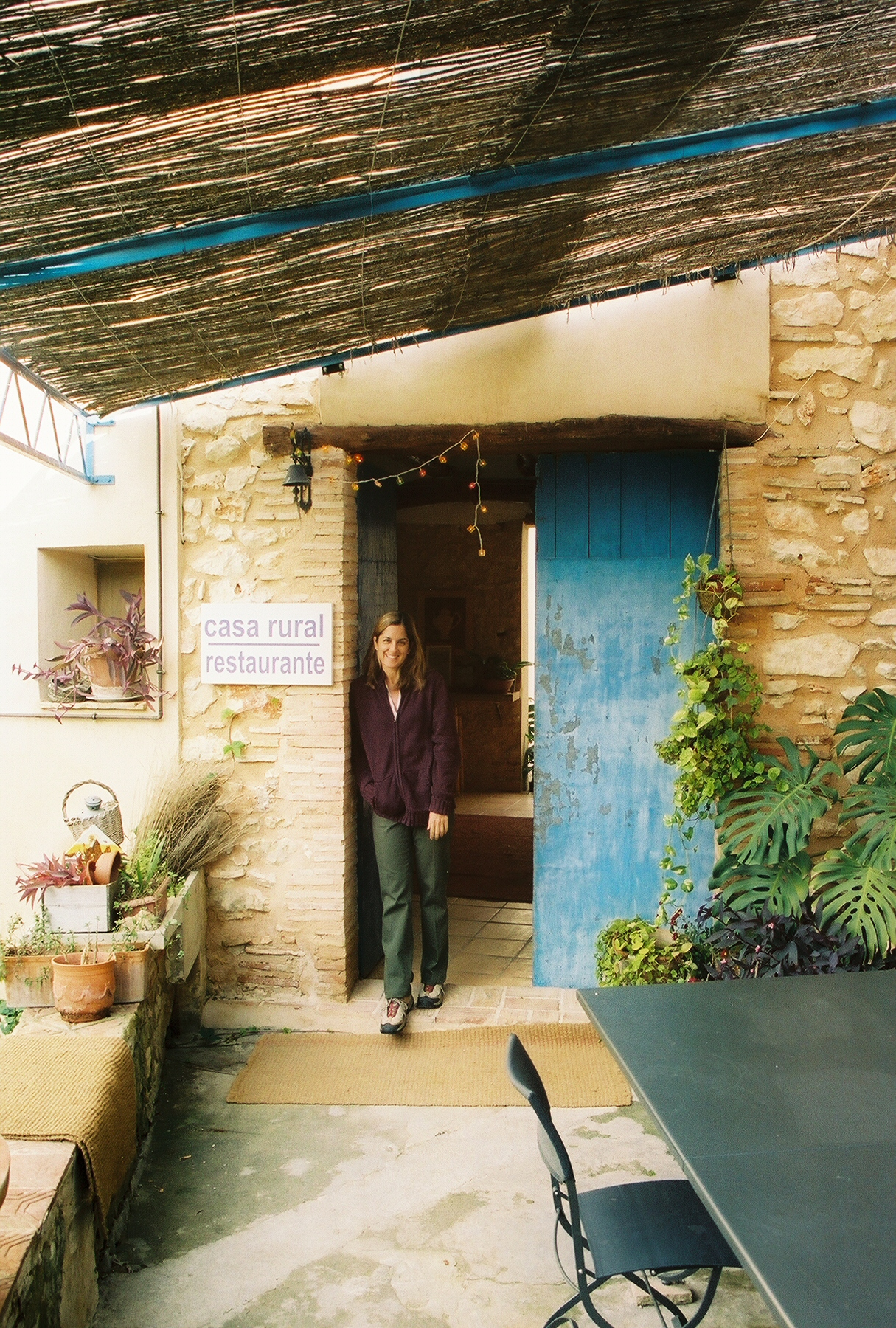 La pintoresca entrada de la casa principal en la Granja San Miguel. Foto: Javier Vélez Arocho