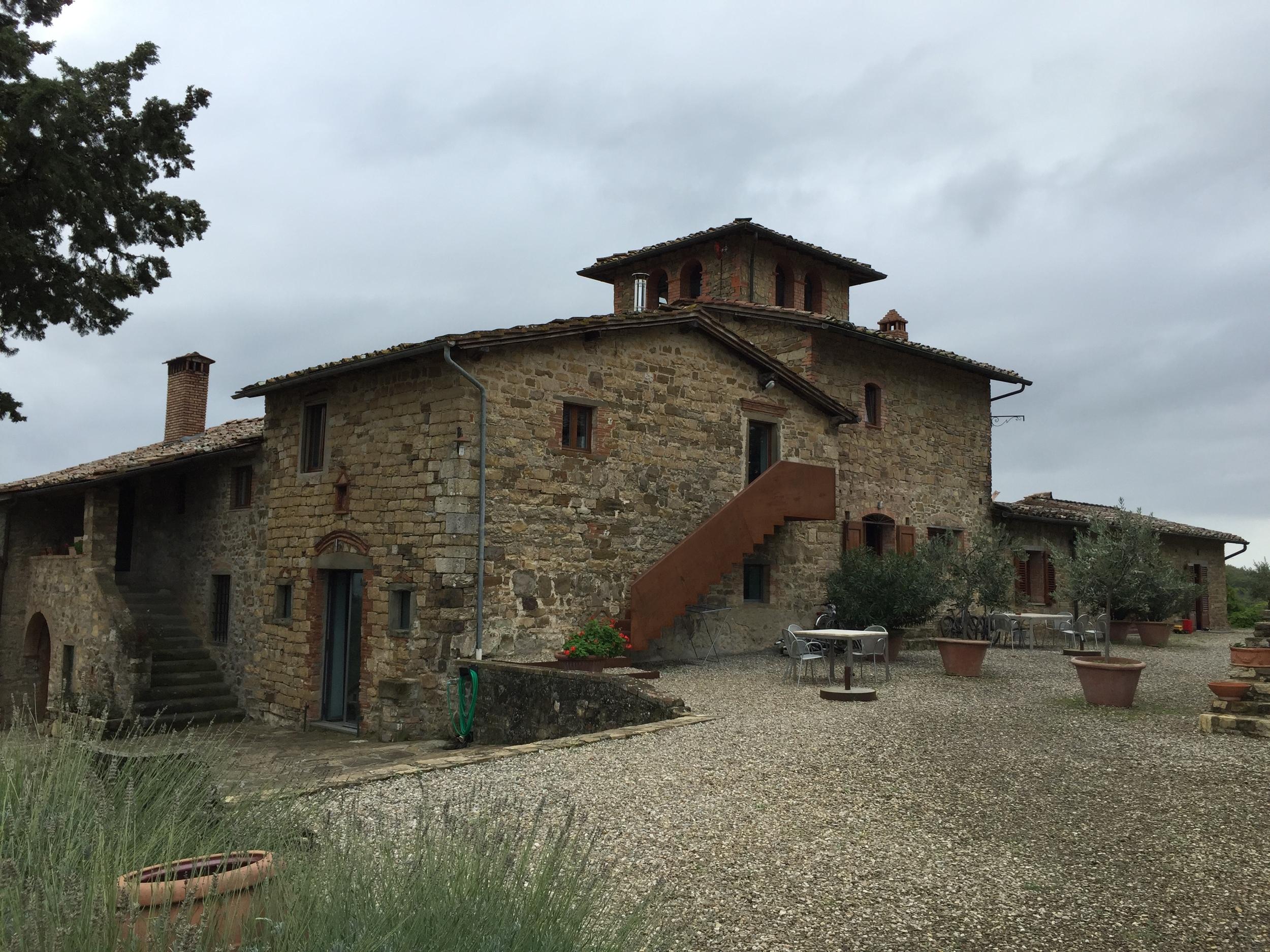 Los cinco apartamentos de vacaciones en Poggio al Sole comparten esta hermosa terraza al aire libre, piscina y área para jugar  Bocce . Foto: Raymond Cuevas