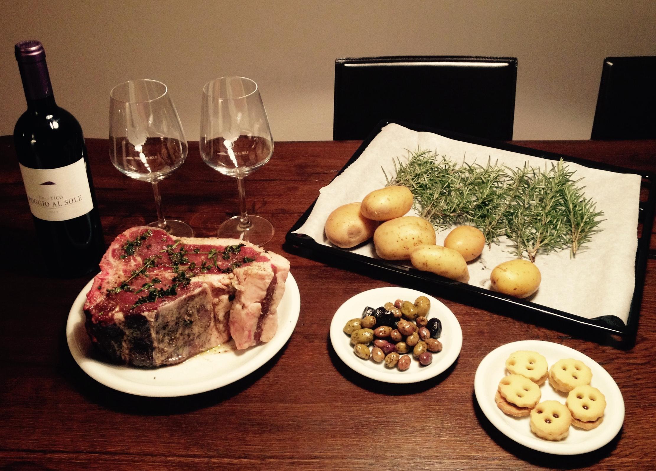 Antes de cocinarla, preparamos la bistecca con la sal de hierbas provista por Dario Cecchini junto con instrucciones específicas de cocción. Foto: Bruny Nieves