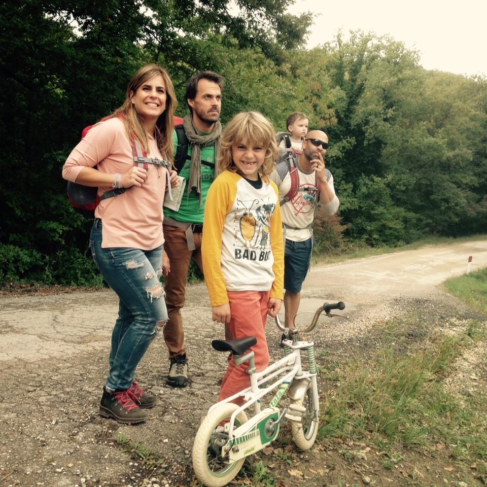 Para facilitar nuestro plan de hacer una caminata de al menos dos horas con los nenes, además de provisiones para un picnic, llevamos una bicicleta para entretener al más grande y un cargador de espalda para el más pequeño. Foto: Bruny Nieves