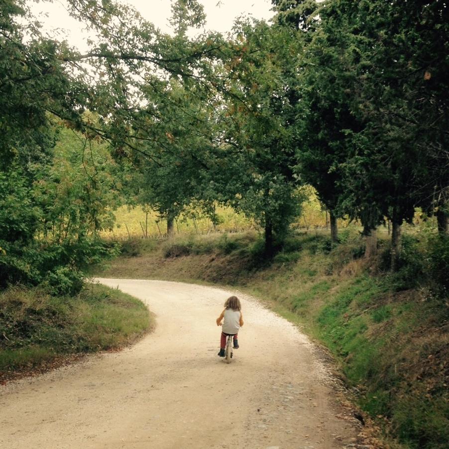 Explorando los senderos alrededor de la hacienda de agriturismo. Foto: Bruny Nieves