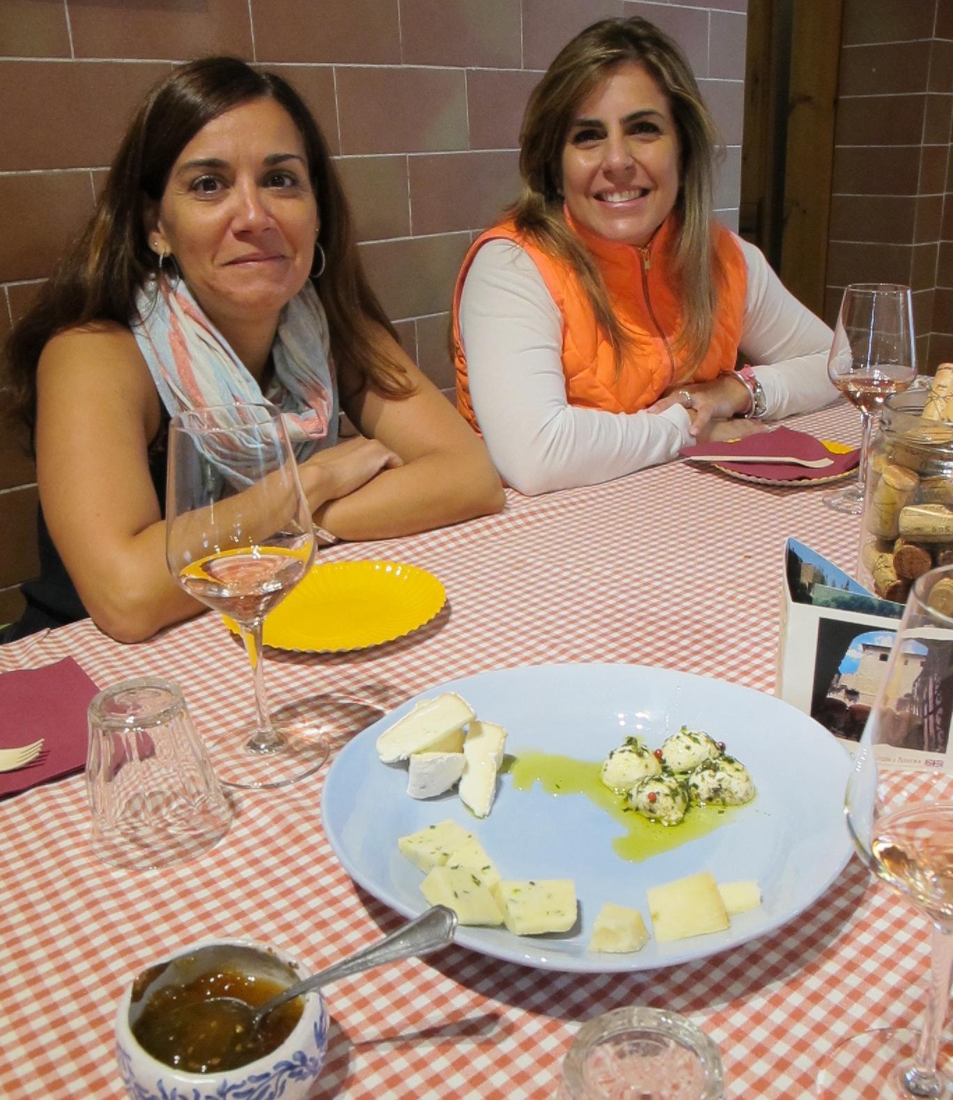 Participando de una degustación de vinos y quesos en Corzano e Paterno. Foto: Marco Dettling.