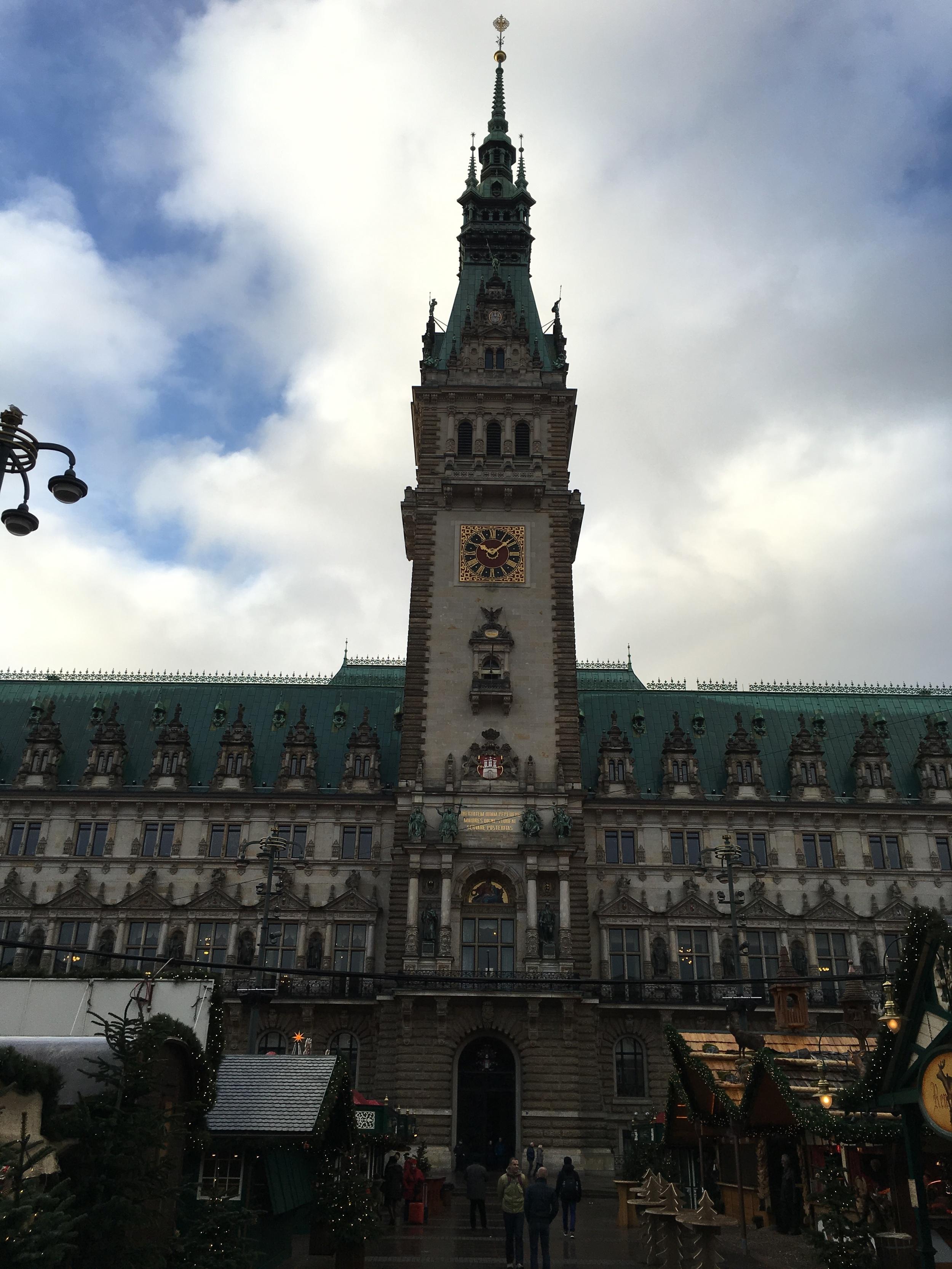 El impresionante edificio del ayuntamiento (Rathaus en alemán) fue construido en 1897. Está localizado en el mismo centro de la ciudad. Foto: Bruny Nieves