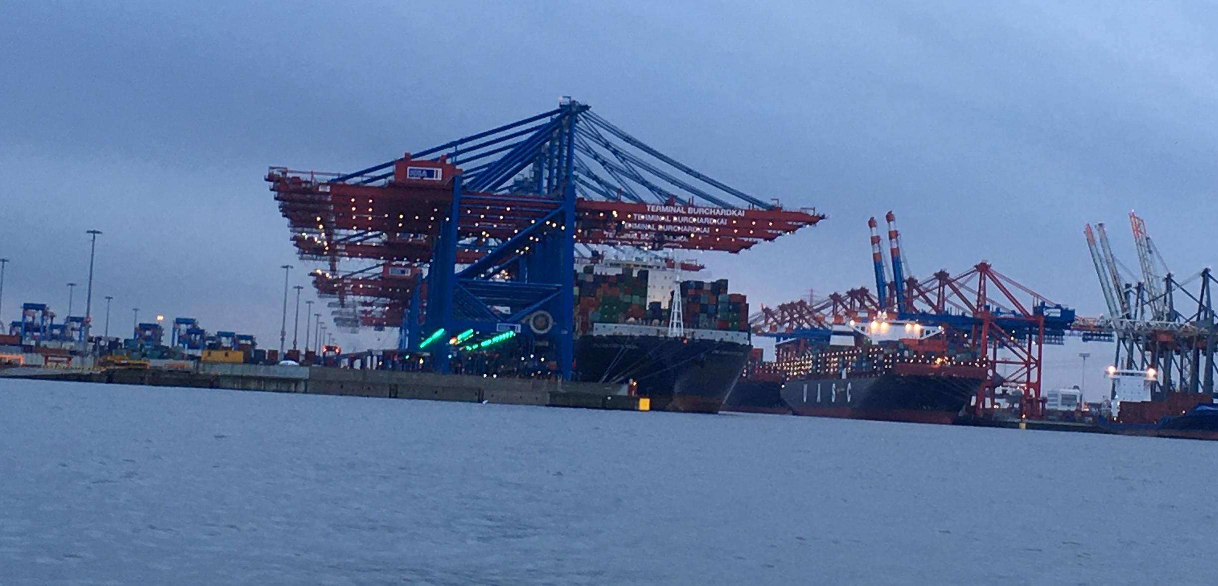 El puerto de Hamburgo se accede por el río Elba. Foto: Bruny Nieves