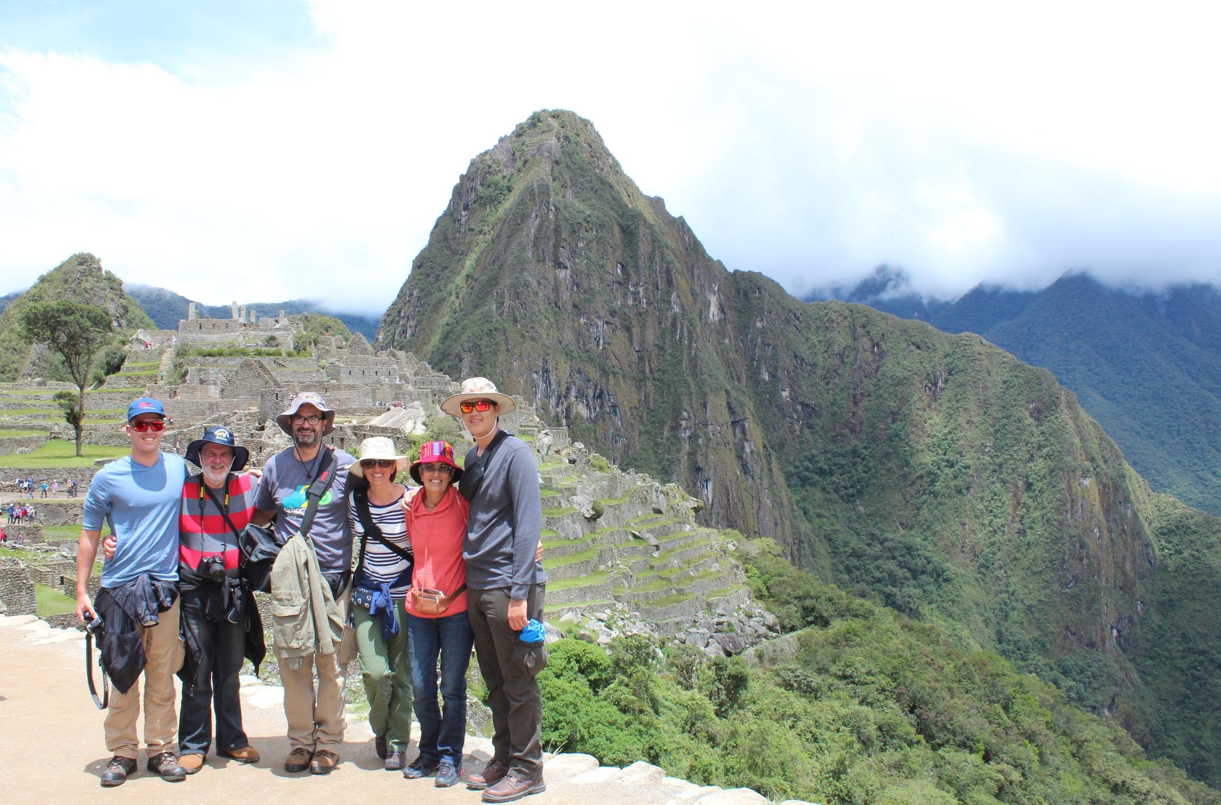 Este patrimonio cultural se encuentra sobre la cresta de la sierra andina a más de dos mil metros de altitud.