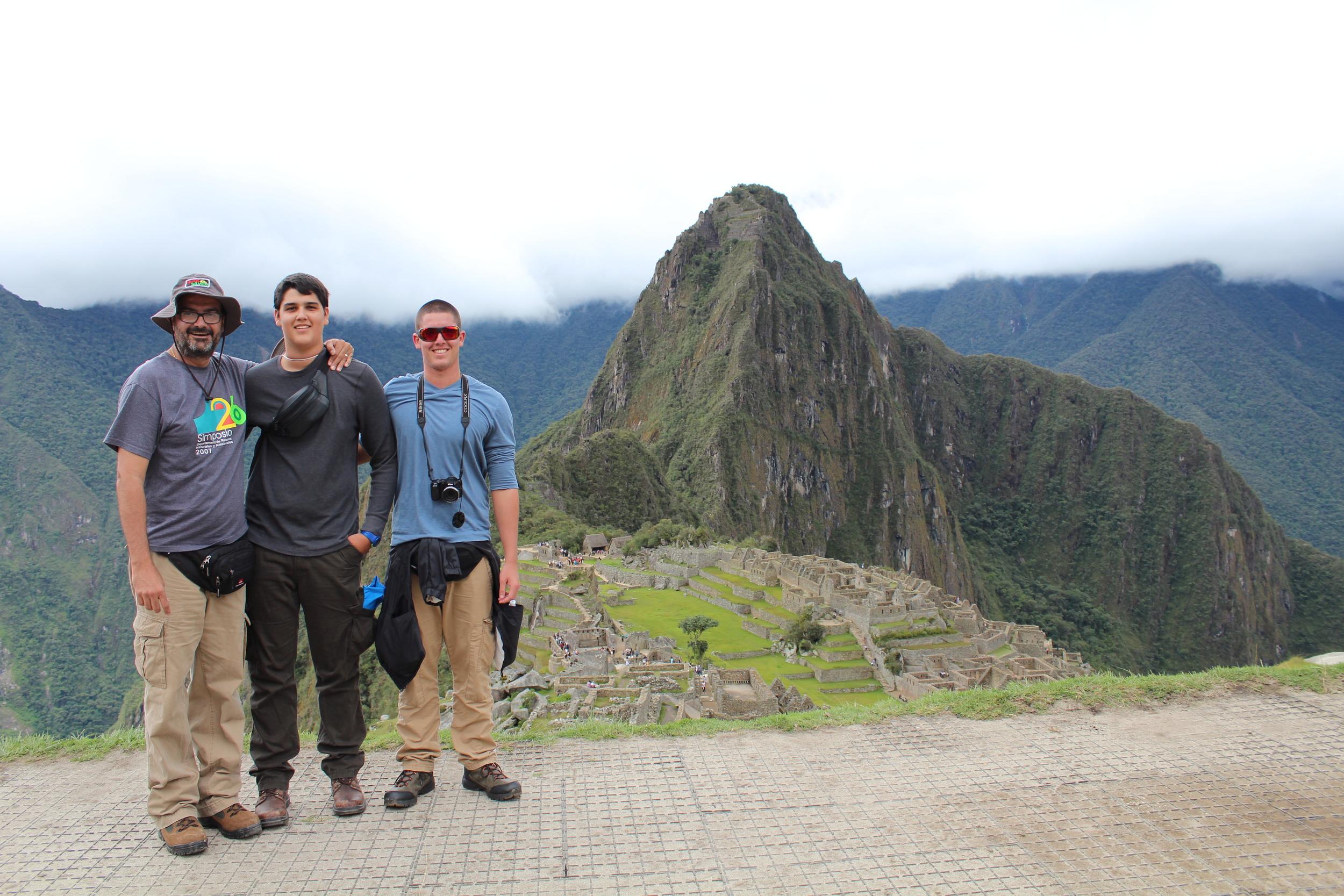 Al fondo del valle se levanta la montaña Huayna Picchu, a la cual se pude subir por un tramo sumamente empinado.