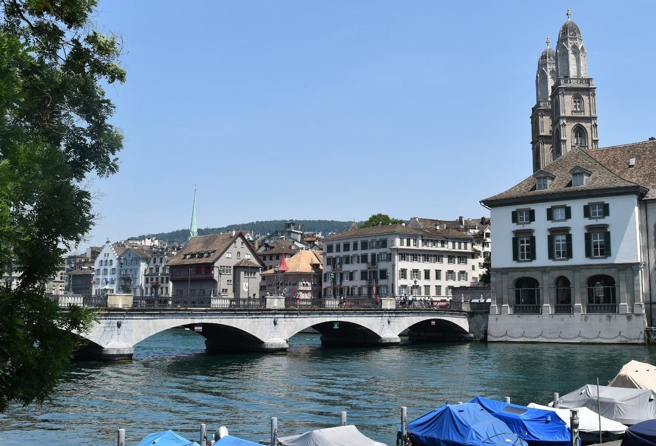 View of the Limmat River and to the right side, the Grossmünster Church's towers, a city landmark. Photo: Bernardo Fiol