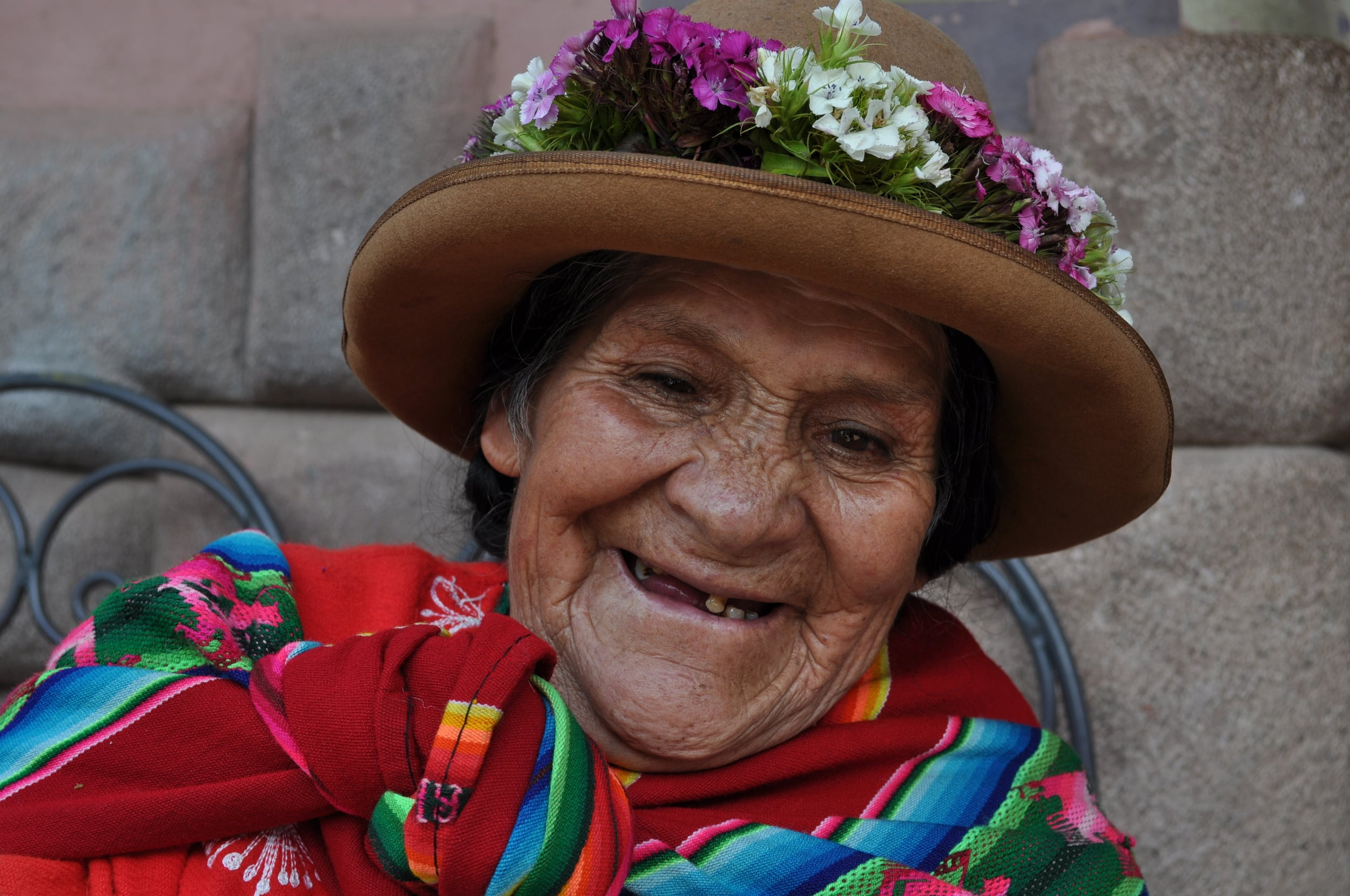 For some soles this beautiful elderly woman posed for our lens. Photo: Pamy Rojas