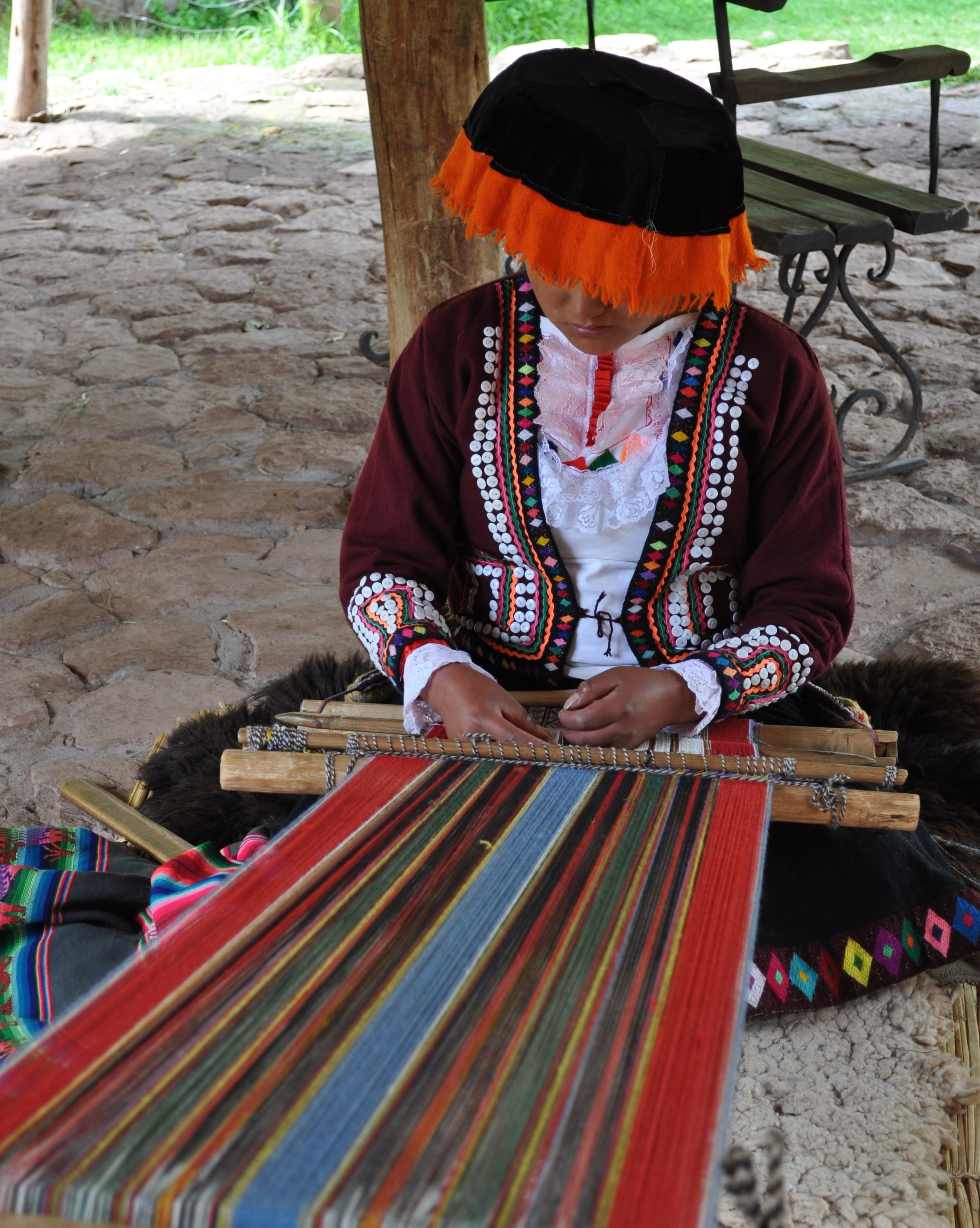 There are about thirty-five tones of colored wool from the llamas. Photo: Pamy Rojas