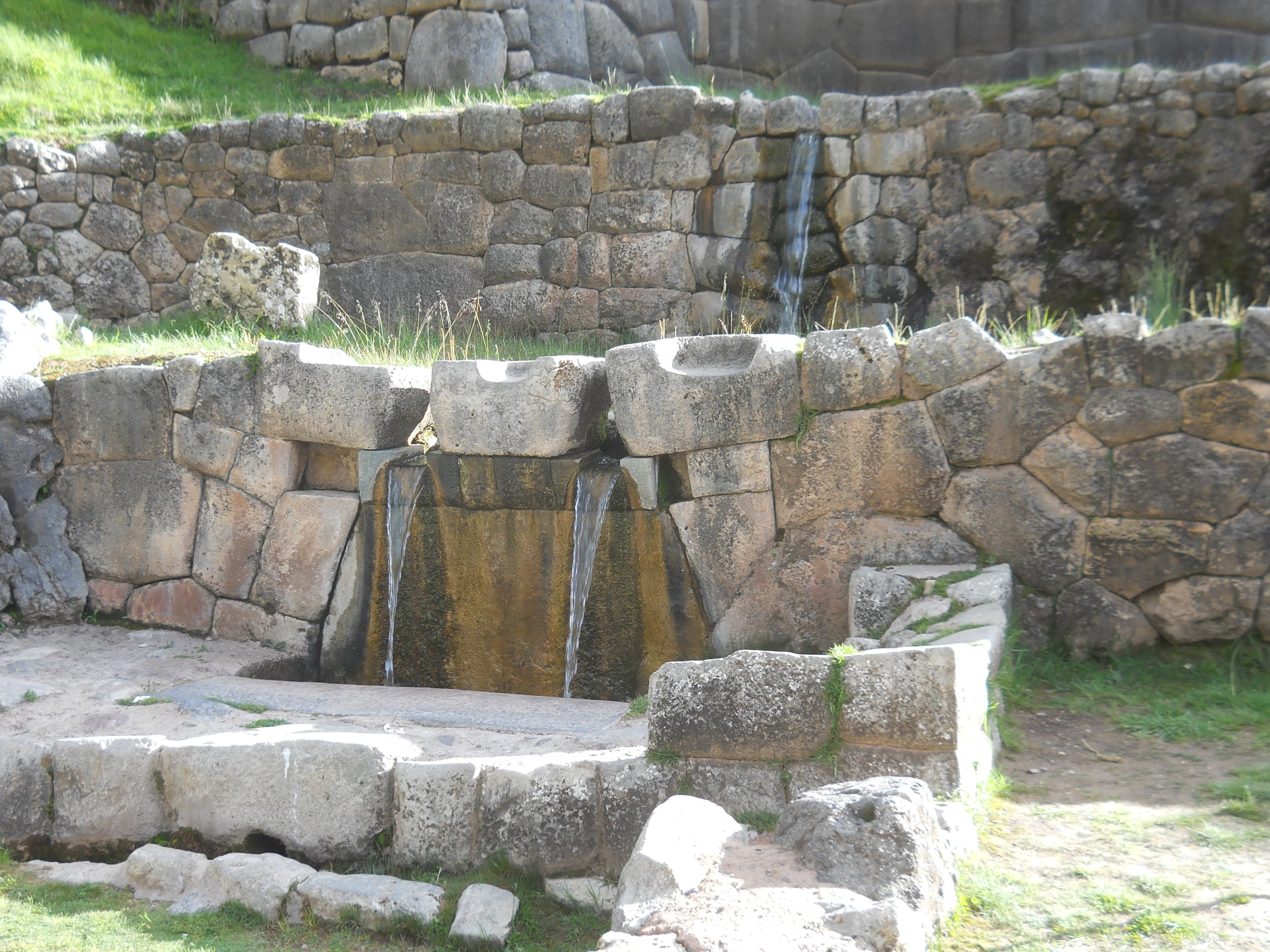 In Ollantaytambo there is a water system built in the Inca period. Photo: Fernando J. Rojas