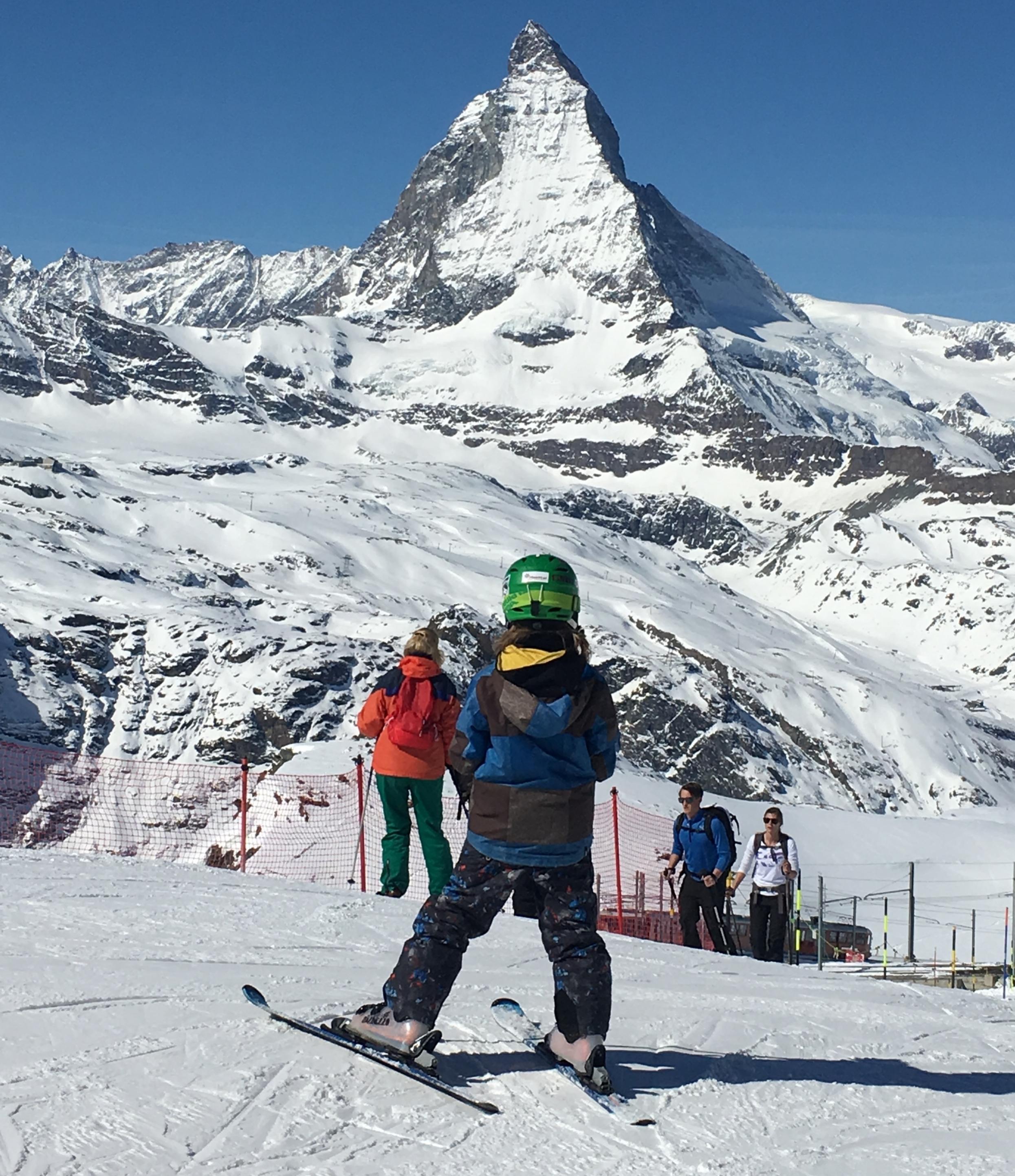 Mi hijo listo para bajar esquiando la pista Gornergrat. Foto: Bruny Nieves