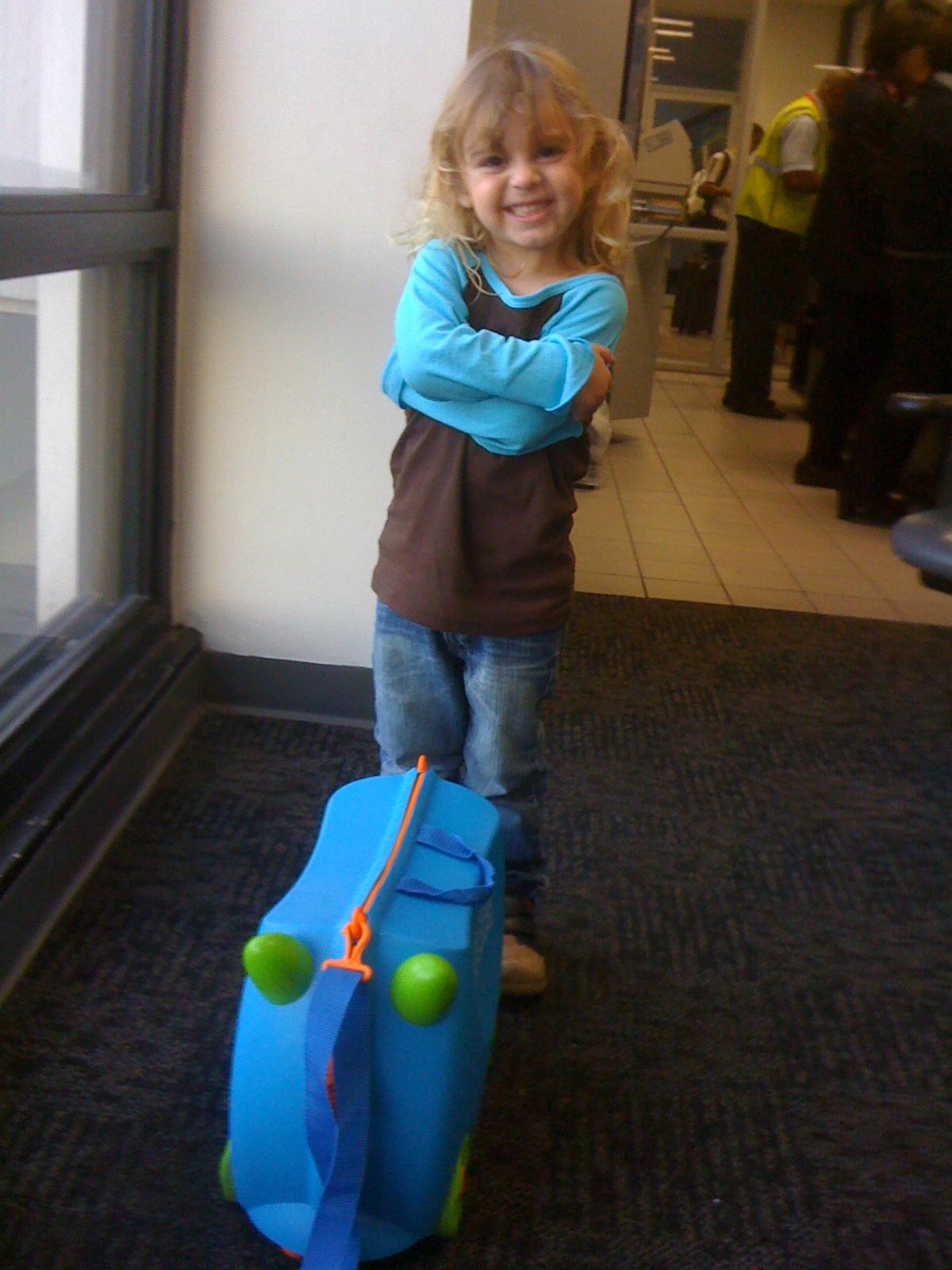 Buscando una maleta de mano para el nene encontré a Trunki; que es un éxito y le saca sonrisas a padres, niños y empleados de seguridad en todo aereopuerto. Funciona también para halar al nene y viene en diferentes colores y con calcomanías. Foto: Bruny Nieves