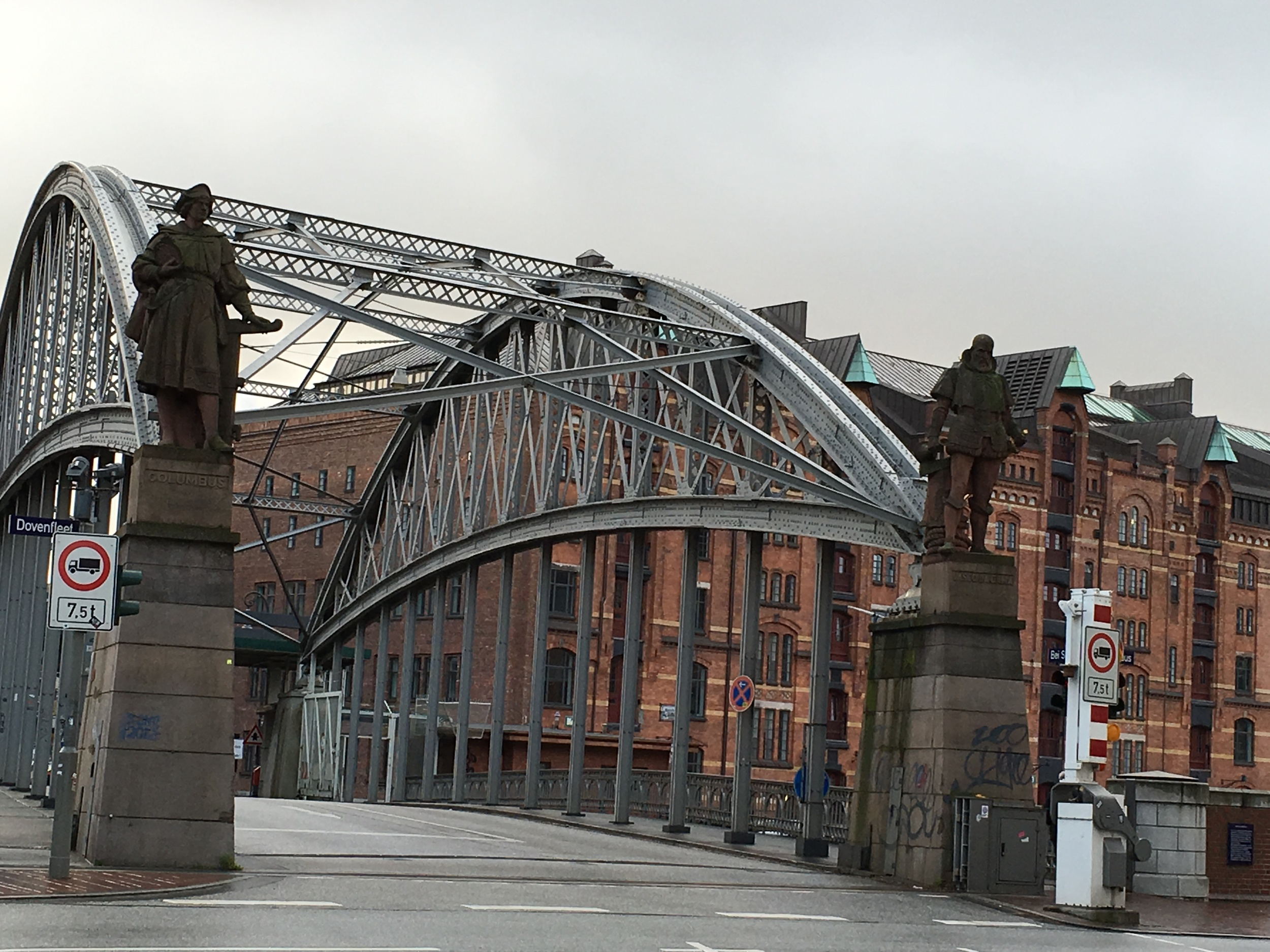 One of the 2,300 bridges that rise over the rivers, channels and creeks of Hamburg. Photo: Bruny Nieves