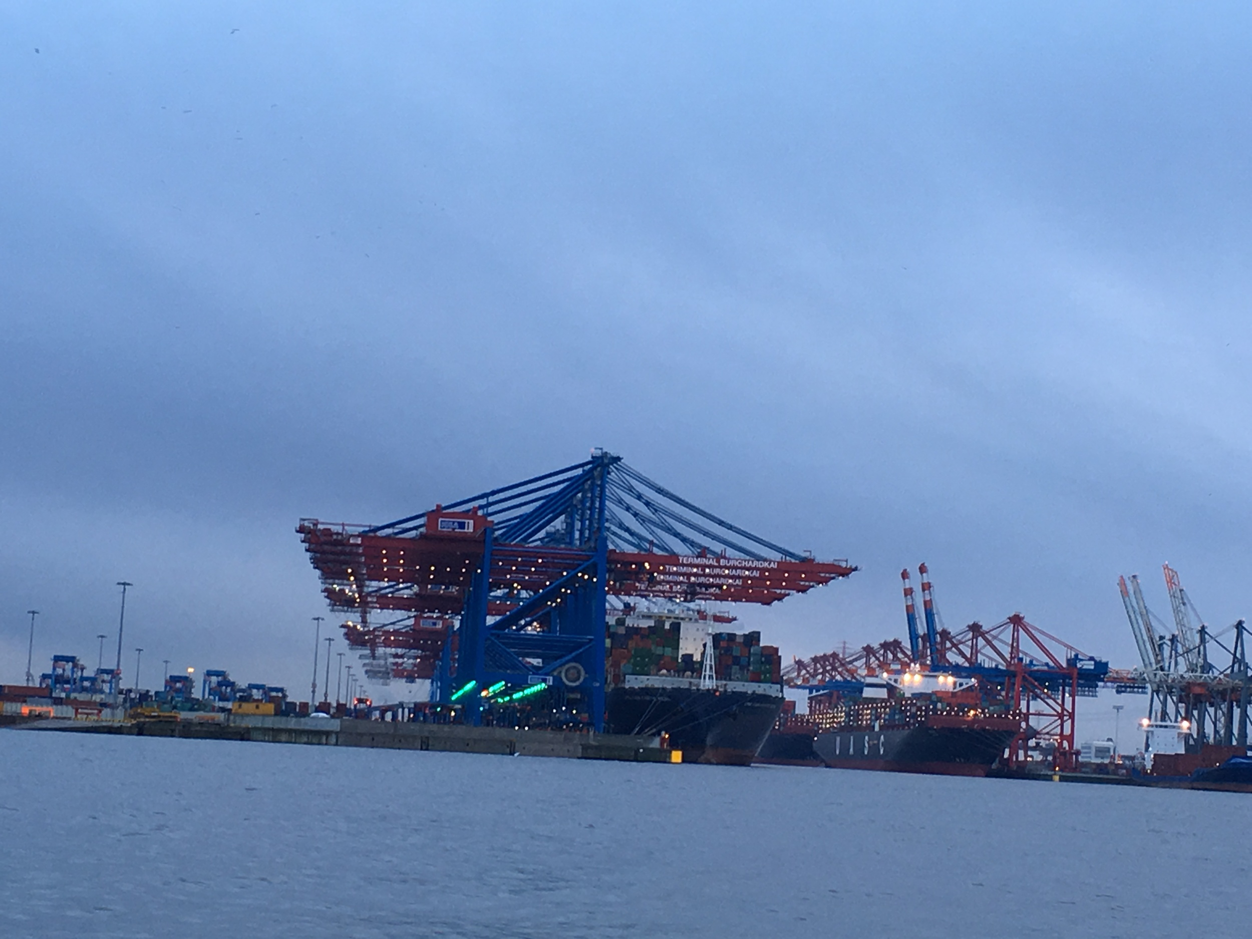 Access to the port of Hamburg is through the Elba River. Photo: Bruny Nieves