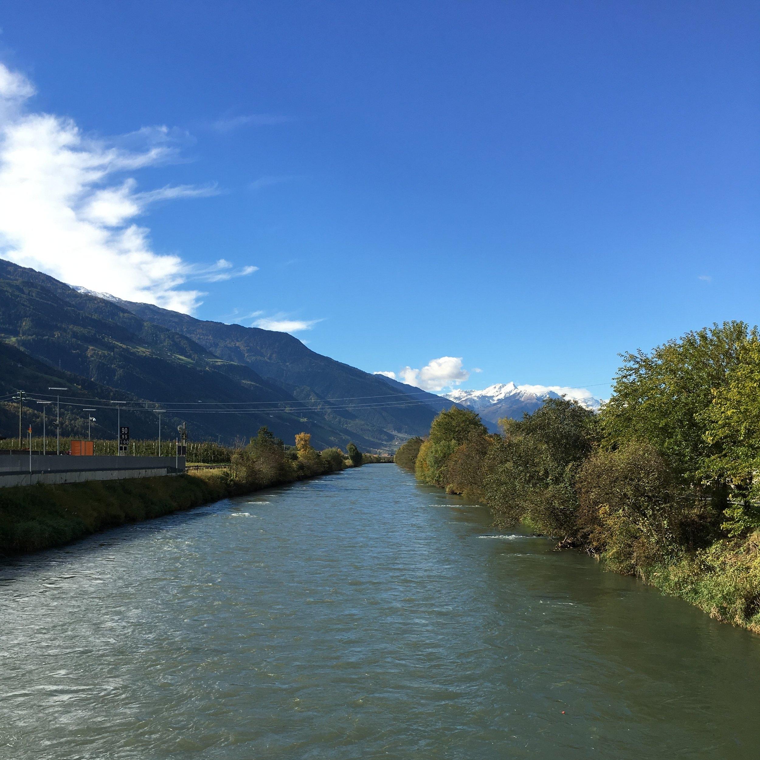 Vista del río Adige, conocido como Etsch en alemán. Foto: Bruny Nieves