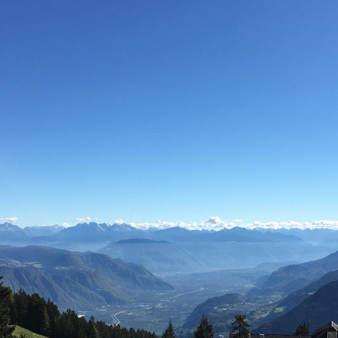 Al fondo se ve el paisaje de la cadena de montañas conocidas como Dolomitas declaradas Patrimonio de la Humanidad por la UNESCO. Razón de más para hacer una segunda visita a la región. Foto: Bruny Nieves