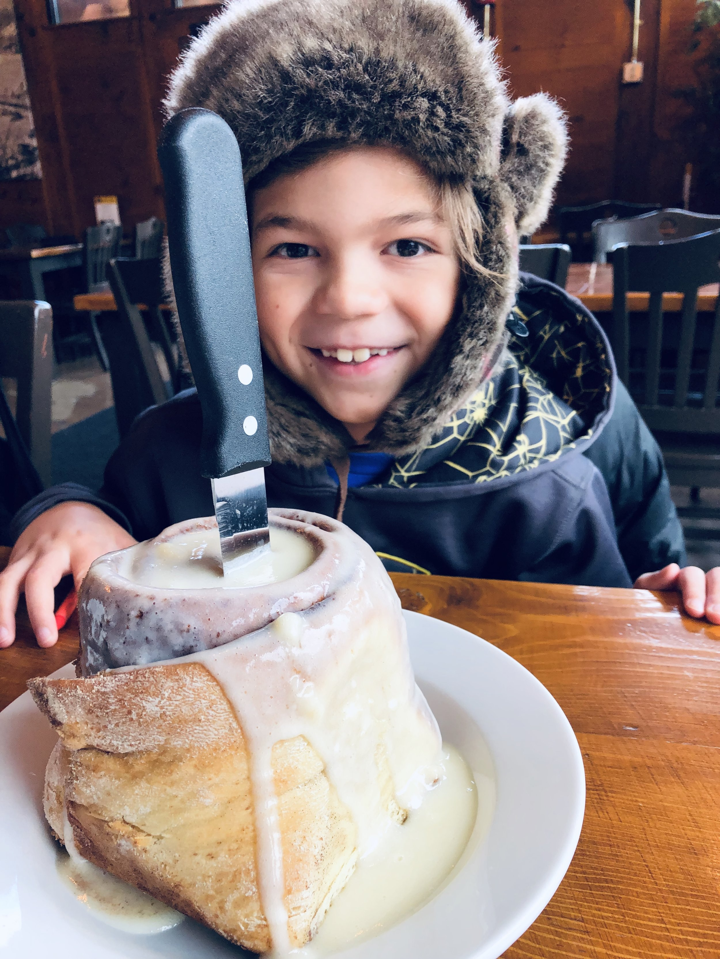 Things to do in Knoxville this Christmas, Scrambled Jake's Breakfast Company, Cinnamon roll via  Samantha Nelson Photography