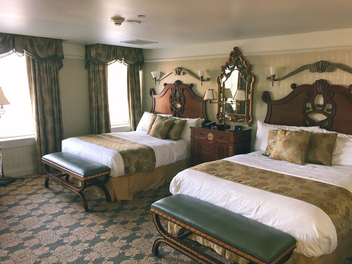 West Baden Springs Hotel, A peek inside a guest room