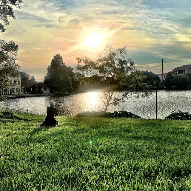 A Louisiana Sunday night.. #selfportrait #Louisiana #lsulakes #gardendistrict #sunsets #southerncharm #photographylovers #markellepalombophotography #digital #iphone