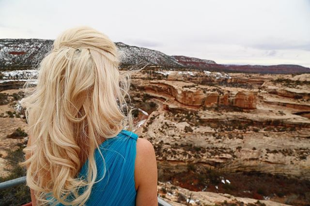 Visiting Bryce Canyon National Park in Utah 😍👌🏻 #extraordinarydecisions  #markellepalombo #markellepalombophotography  @brycecanyonnatpark @brycecanyonnps @brycecanyonnps_gov  #vista #mountains #Utah #nps #canyons #redrocks #skyline #naturelover #photography #POV #natualhair #blonde #portrait