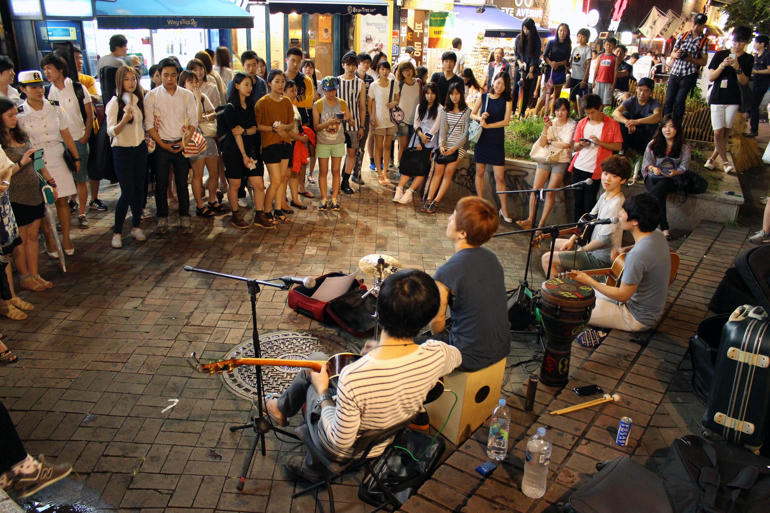 Street Musicians at Hongdae, Korea, ©  iloveindi.com