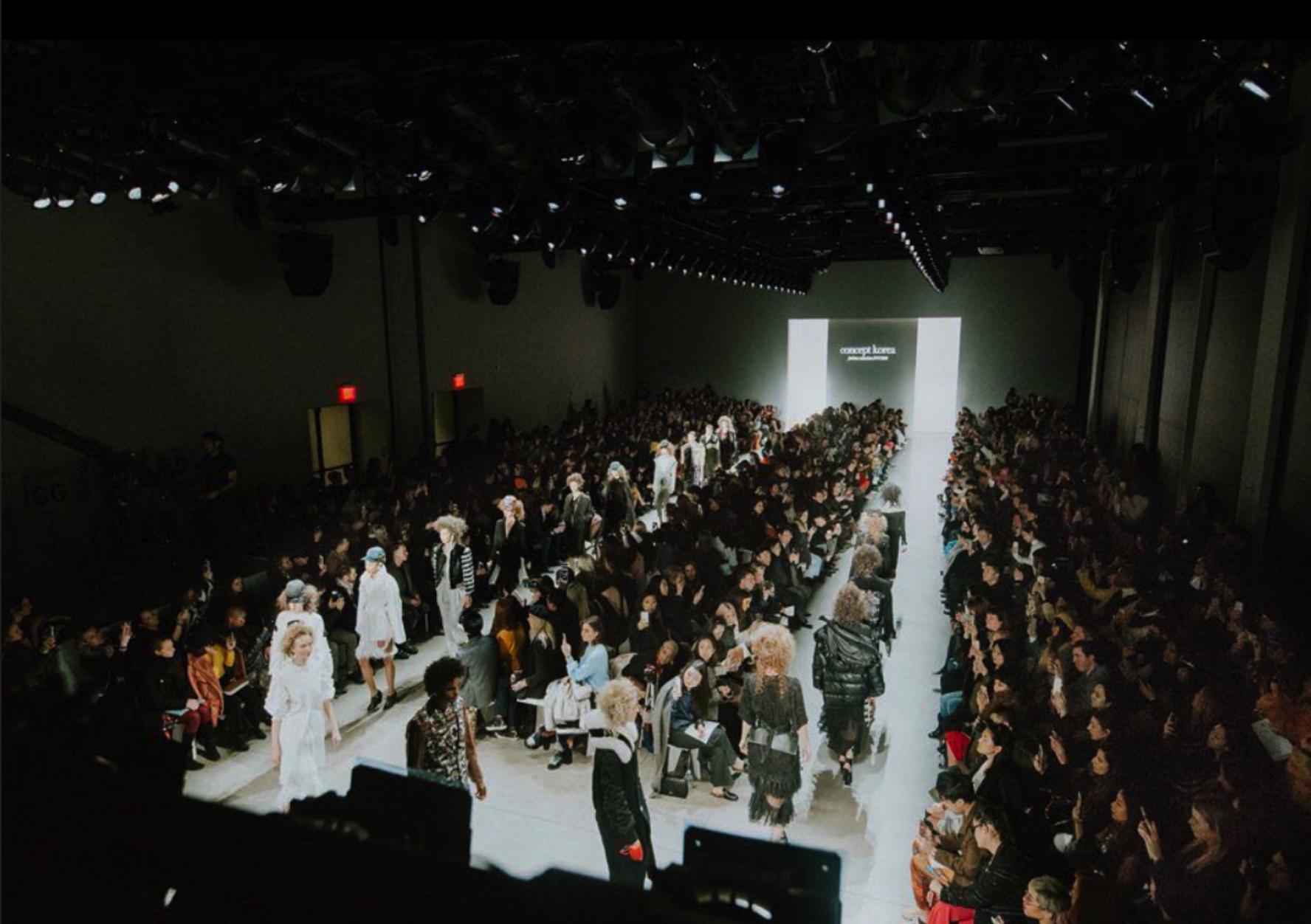 - 2019년 2월, 다가오는 2019 F/W 시즌을 위해 뉴욕 패션위크는 디자이너들과 모델, 그리고 패션업계 종사업자들로 한창 붐비고 있었다. FIT에 재학중인 나는, 학교를 통해 요청이 온 CONCEPT KOREA 패션쇼의 서포터즈 지원하게 되었다.자료출처 : 컨셉코리아 인스타그램