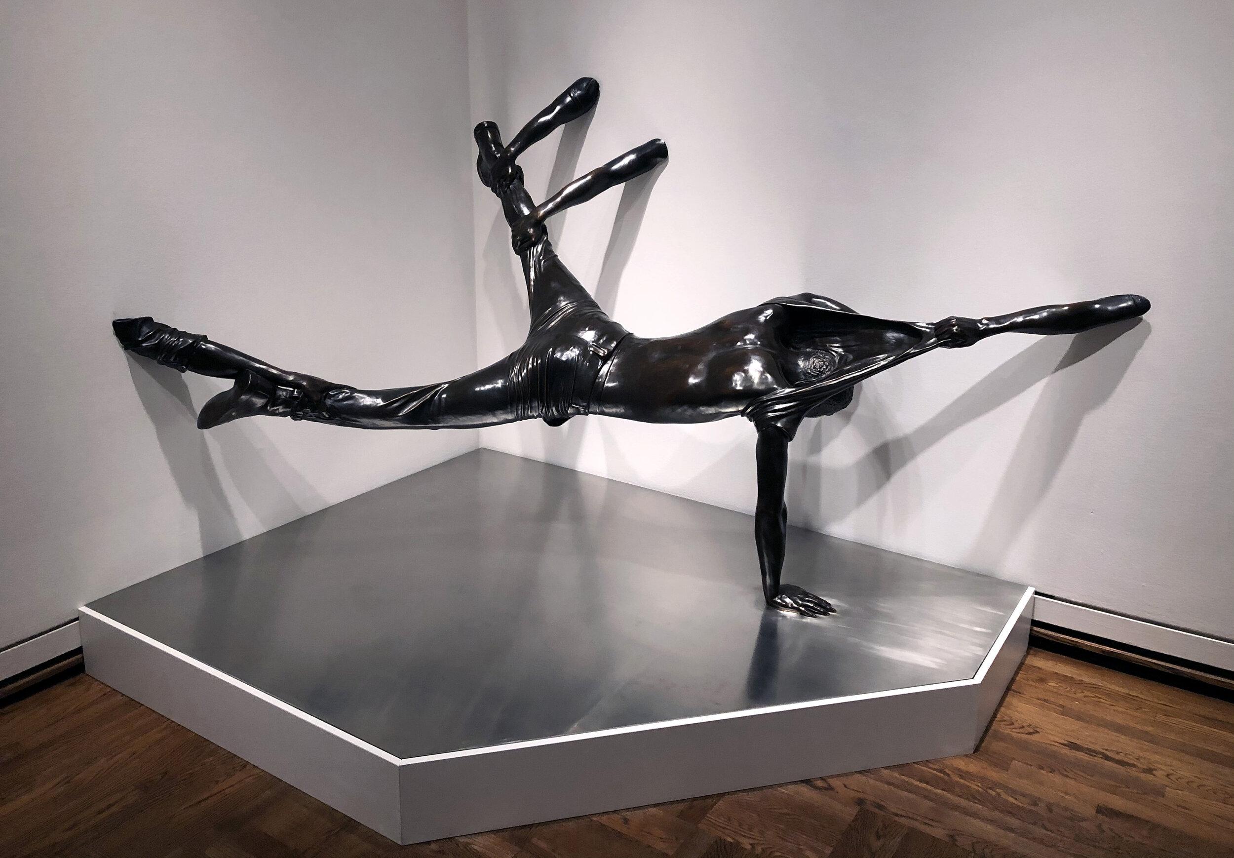 Hank Willis Thomas,  Looking for America , 2018. Bronze and steel.