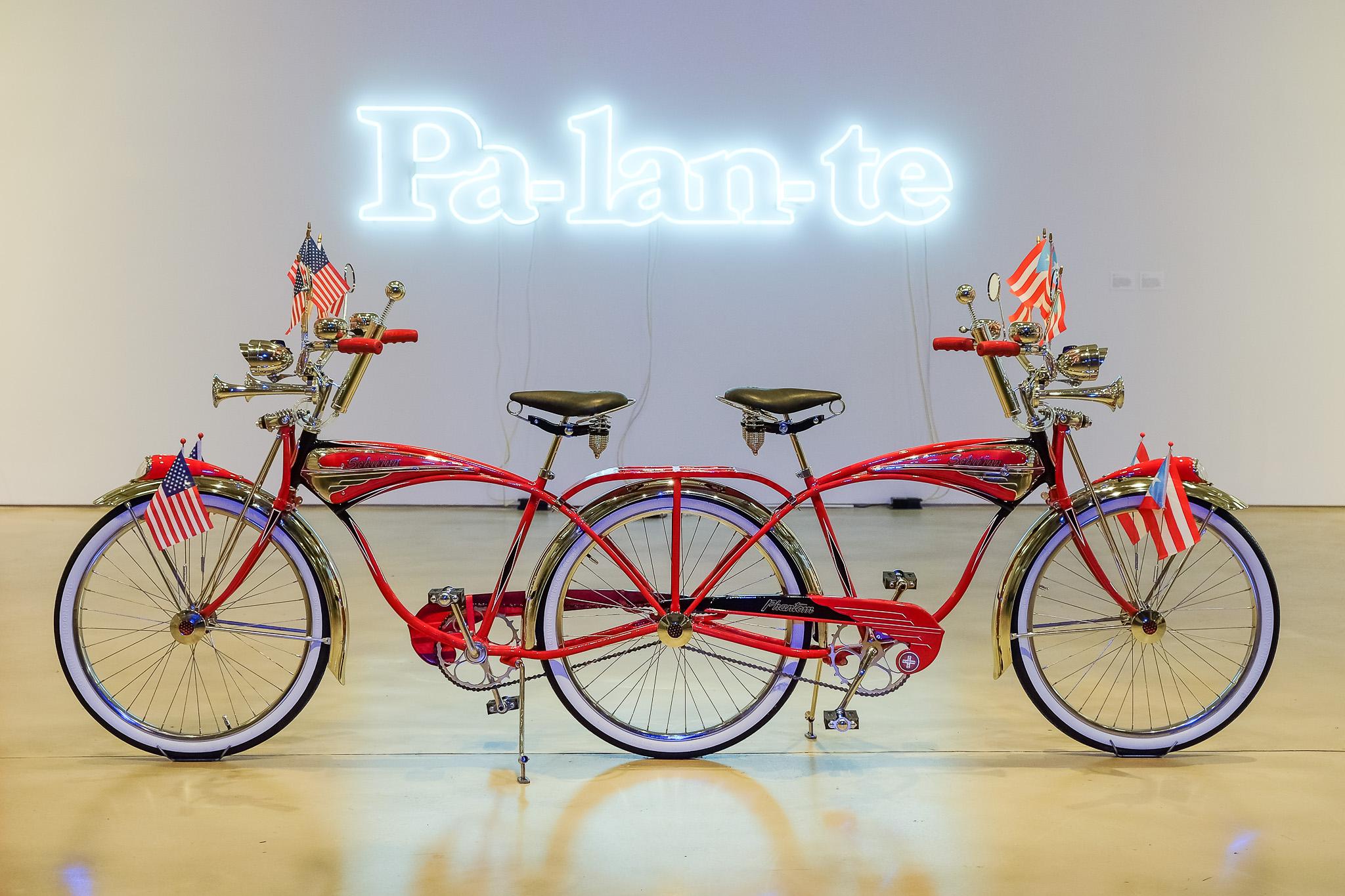 Double-Phantom: sin capacidad de moverse ni hacia adelante ni hacia atrás, este pieza en el estado actual de la disfunción en Puerto Rico, y la paradoja de su relación colonial con los Estados Unidos.