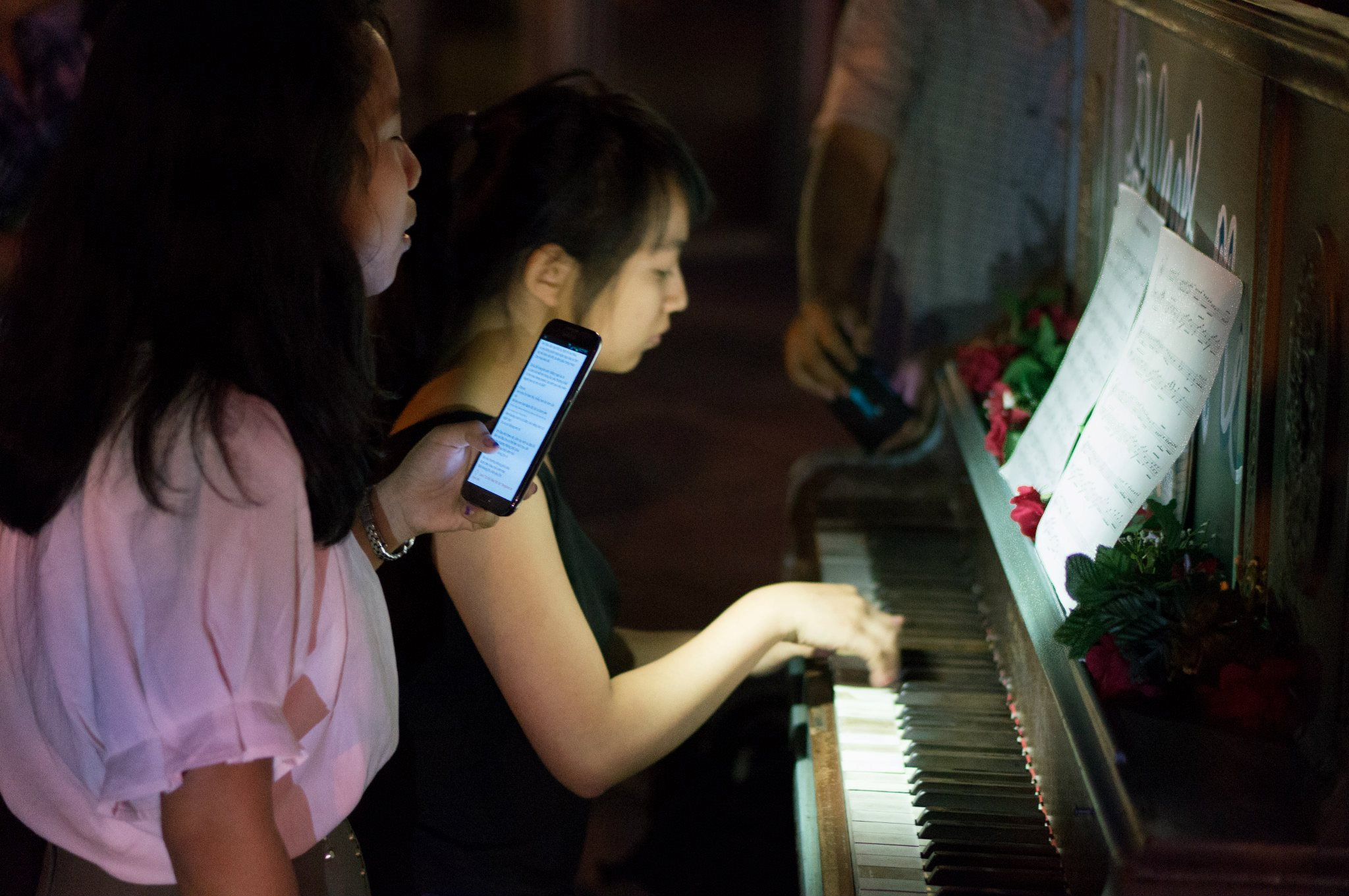Day or night, people gather around the piano and play.