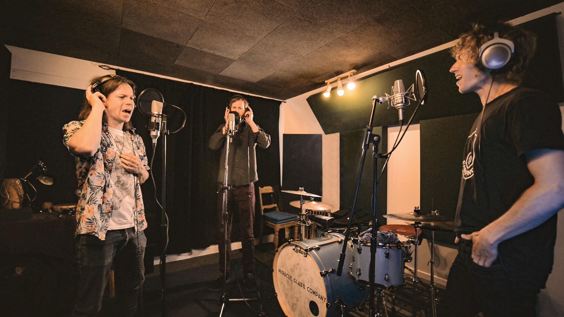 singing in room5.jpg