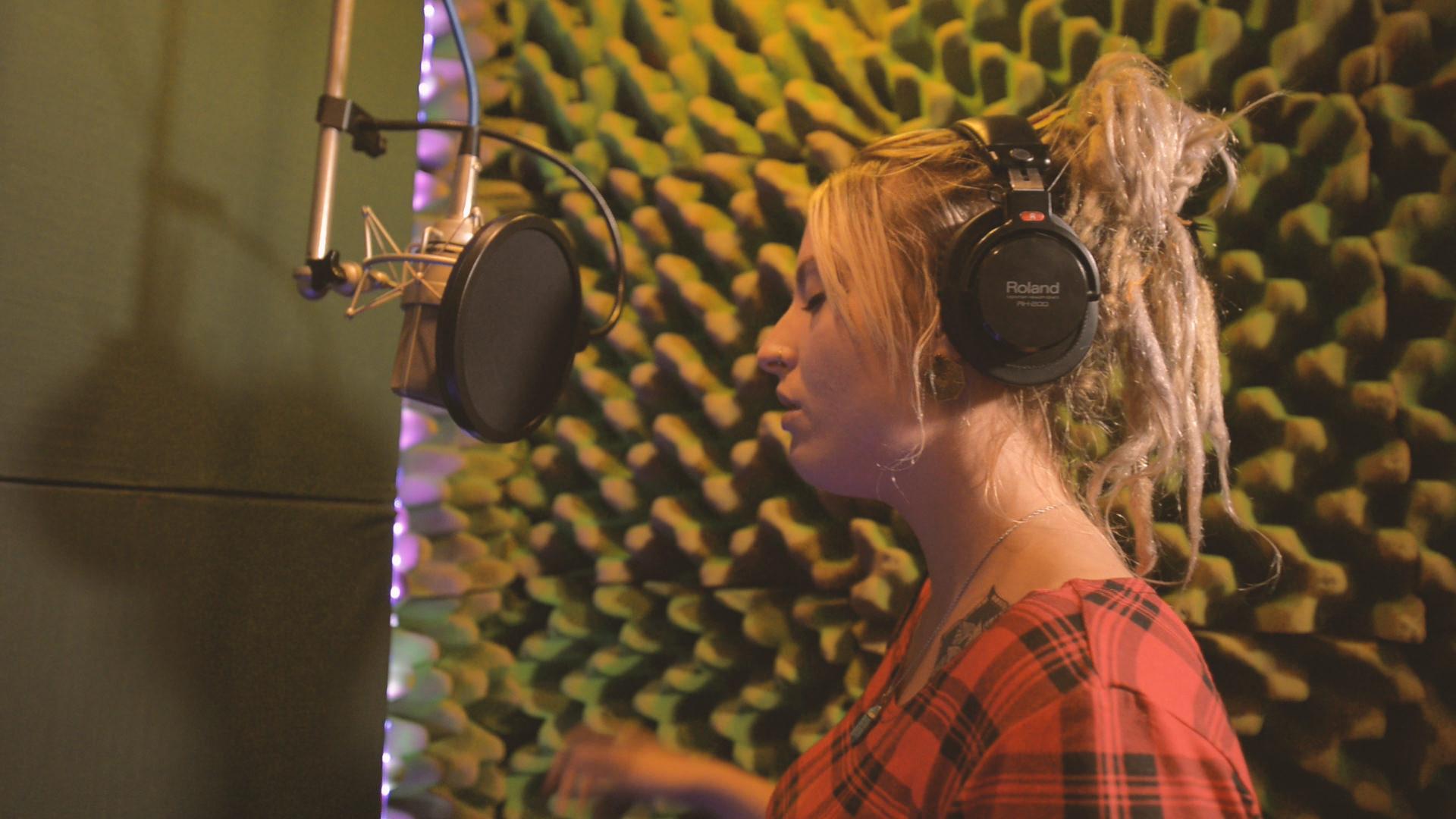 Sound_Sound_Studio_Ad_p1 raw footage.01_03_17_07.Still084.jpg