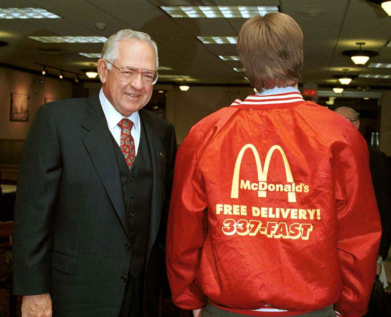 22. Dave Thomas CEO of Wendy's poses with a McDonald's employee who came into Wendys for breakast.  M.jpg