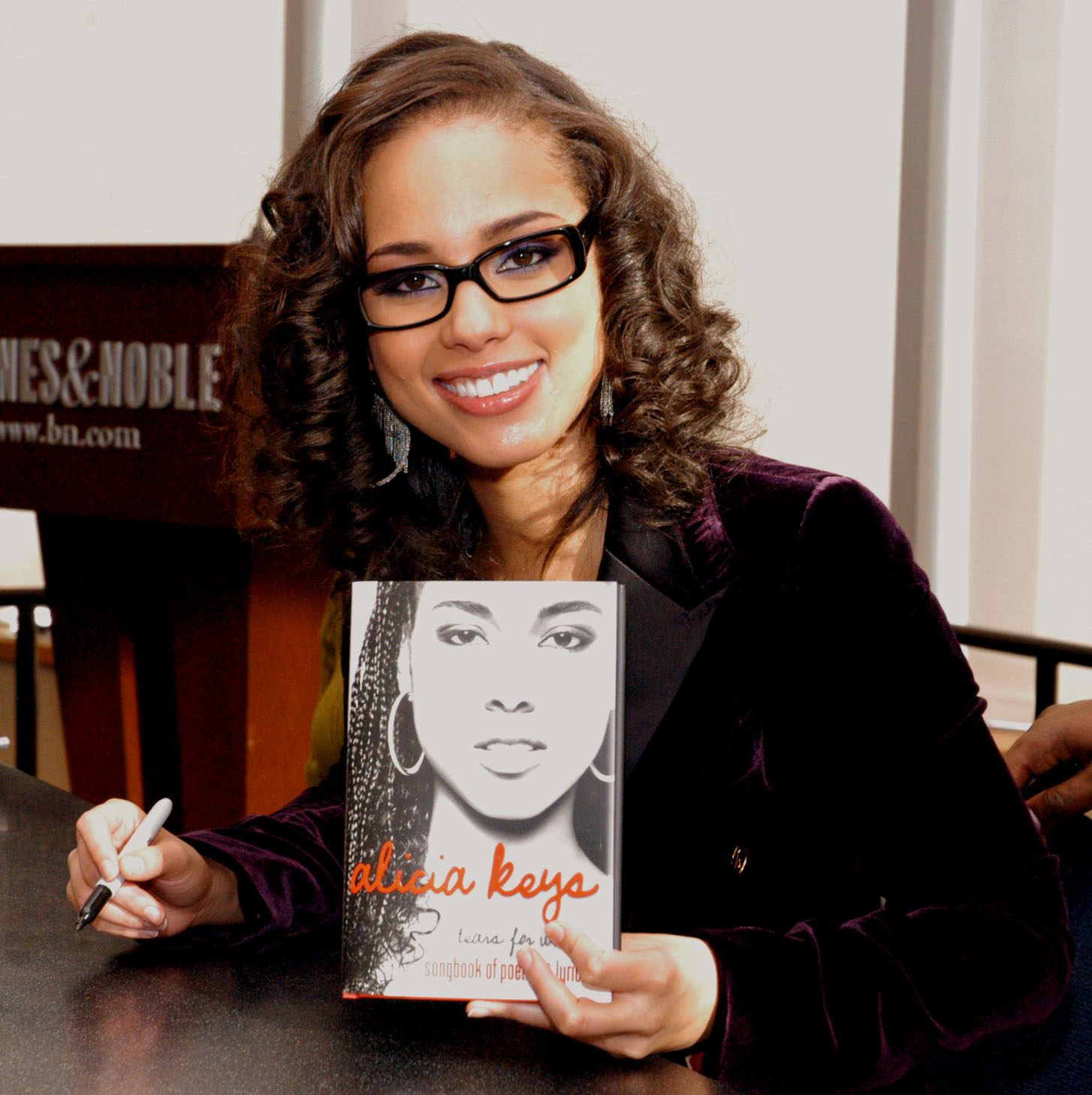 Alicia Keys at Barnes and Noble in New York  02.jpg