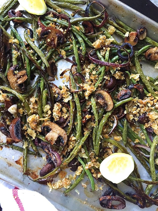 gallery-1446580980-delish-roasted-green-beans-mushrooms-and-onions-with-parmesan-breadcrumbs.jpg