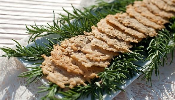 parmesan-crisp-lauren-marie-angela-sackett-a-588x338.jpg